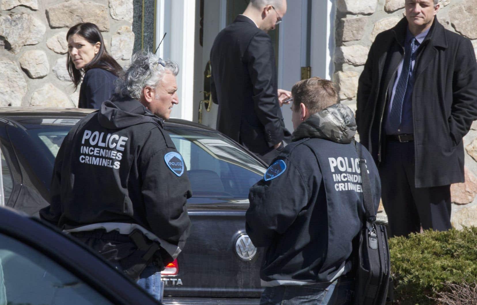 Les policiers ont interpellé deux résidents et procédé à la fouille de leur résidence afin de déterminer si les craintes étaient fondées ou s'il s'agissait d'un canular.