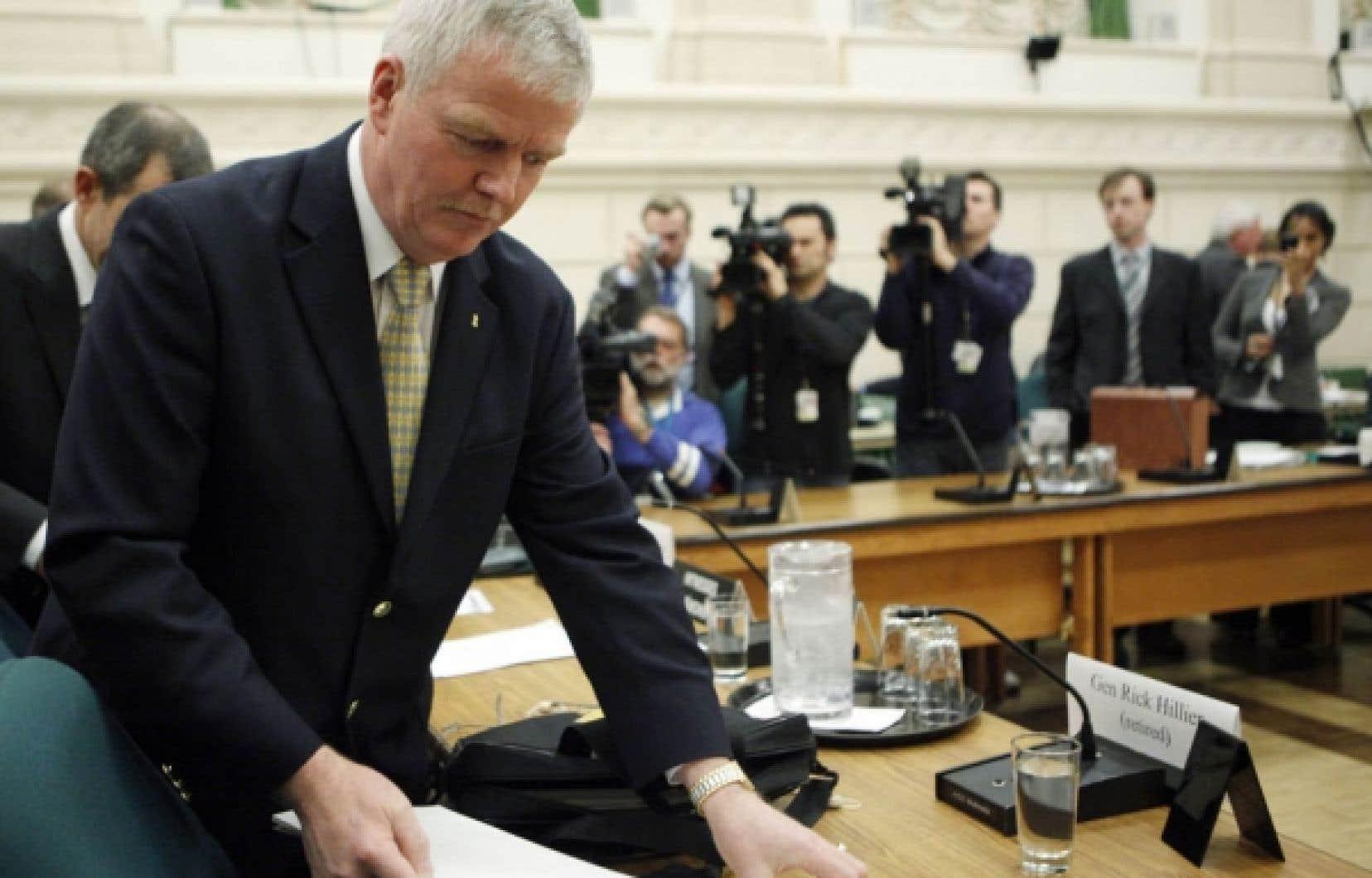 Le général Rick Hillier quelques minutes avant son témoignage d'hier à Ottawa.