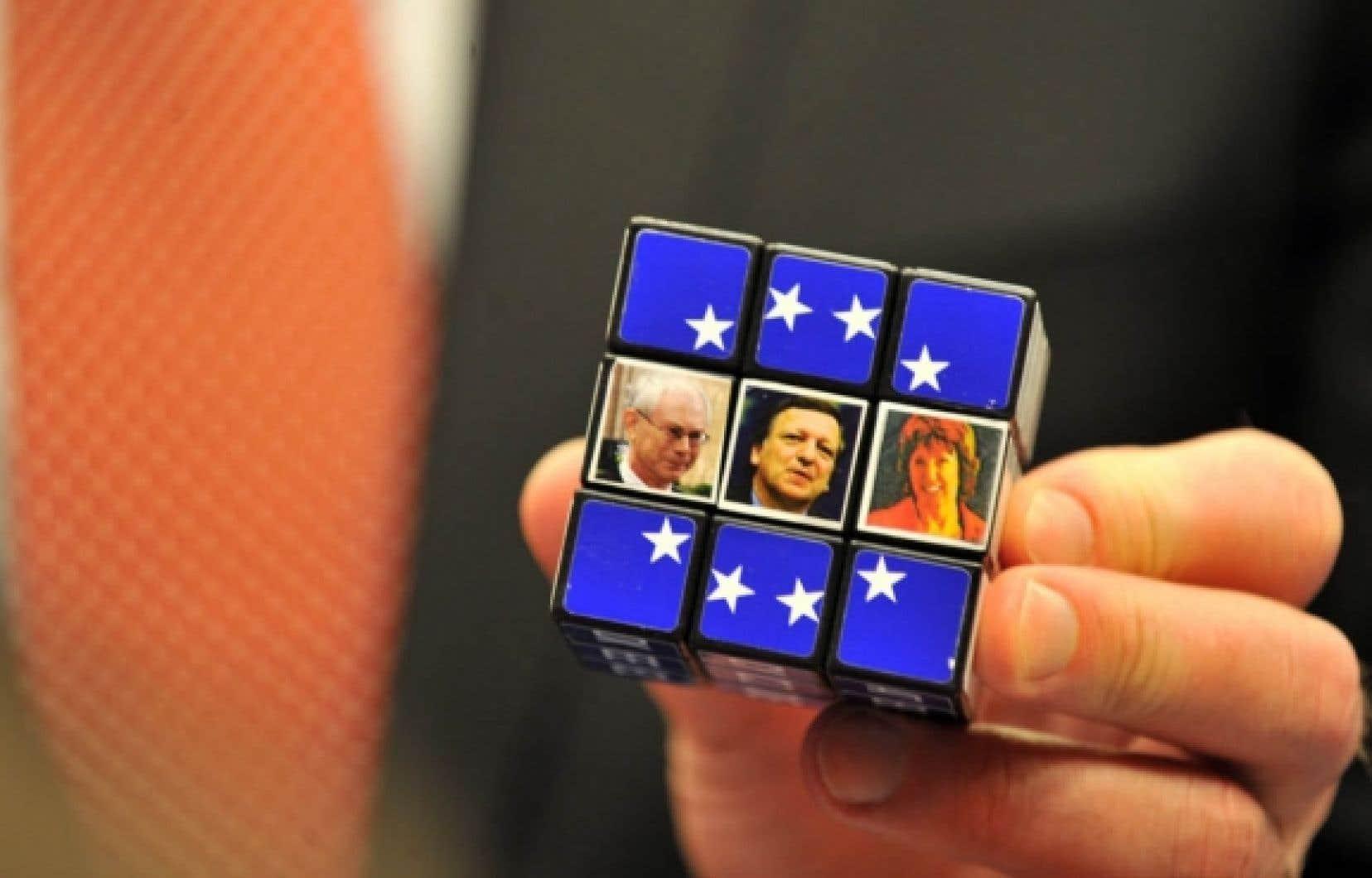 Un cube Rubik avec les photos de Herman Van Rompuy, Jose Manuel Barroso et Catherine Ashton
