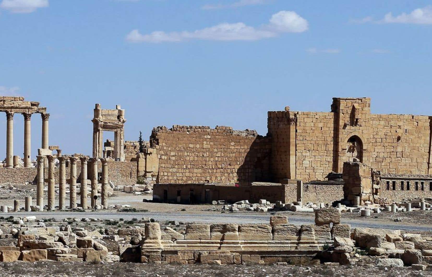 Dans le temple de Baal, la cella, la partie fermée et la plus importante du temple, a été détruite et une série de colonnes gît à présent sur le sol.