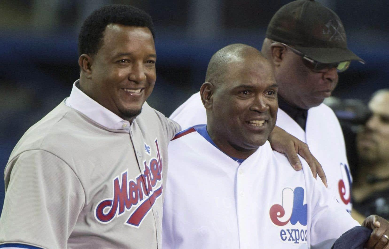 Pedro Martinez et Tim Raines ont été ovationnés par les dizaines de milliers de spectateurs réunis au Stade olympique pour le premier de deux matchs préparatoires mettant aux prises les Blue Jays de Toronto et les Red Sox de Boston.