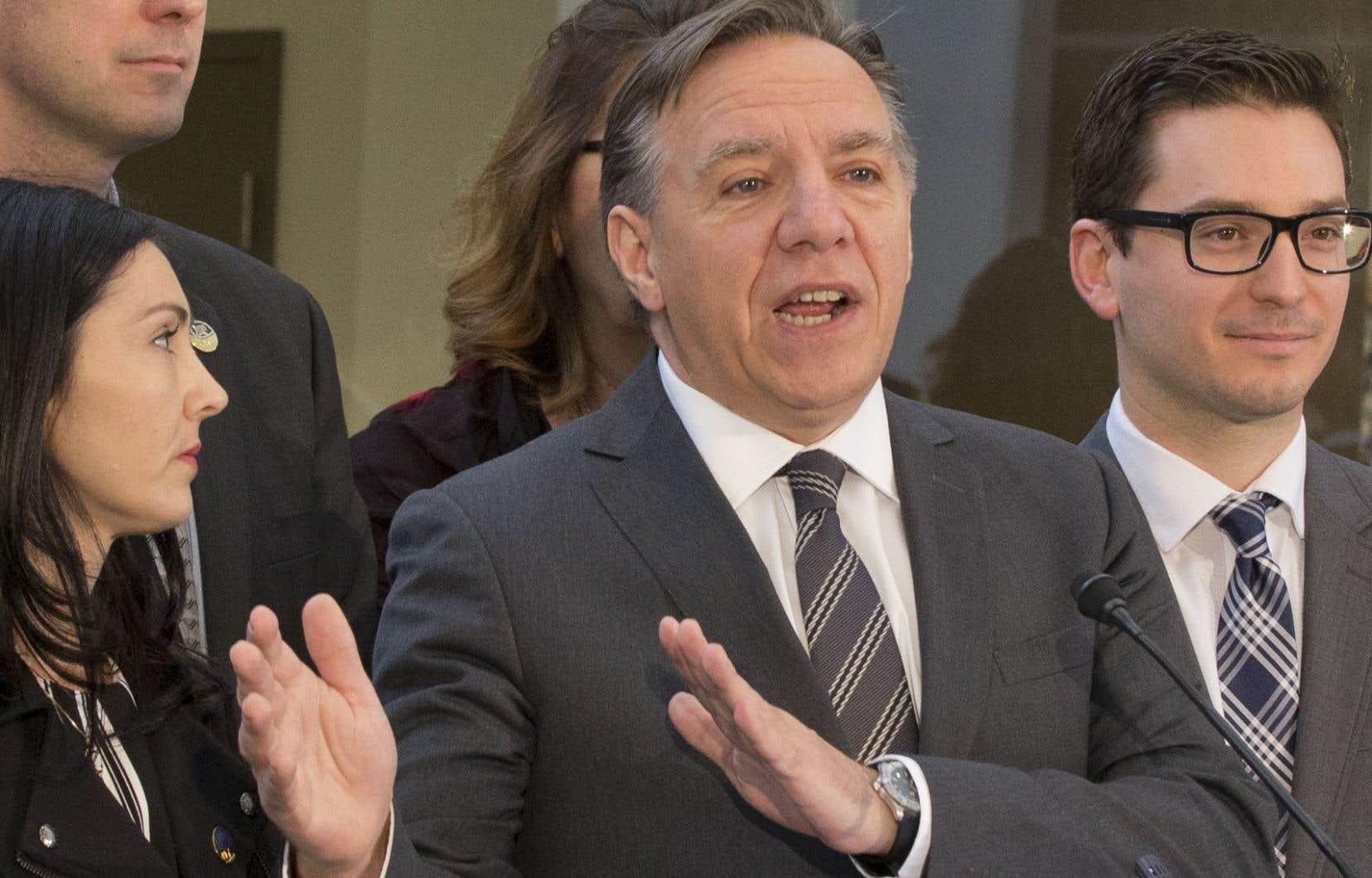 Le chef de la Coalition avenir Québec François Legault Sam Hamad n'a pas bien fait de «maintenir des liens» avec M. Côté.