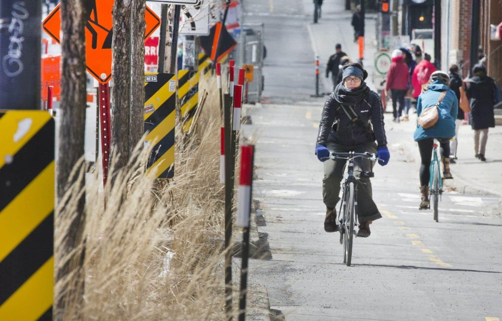 À Montréal, le réseau cyclable de 680 kilomètres est ouvert et entretenu du 1eravril au 15novembre.