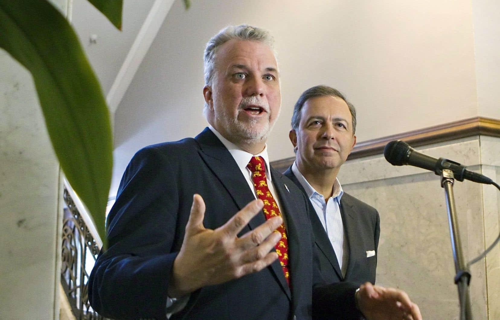 Le premier ministre Philippe Couillard s'est porté à la défense de Sam Hamad, qui s'est retiré temporairement du Conseil des ministres le temps que durera l'enquête du Commissaire à l'éthique et à la déontologie.
