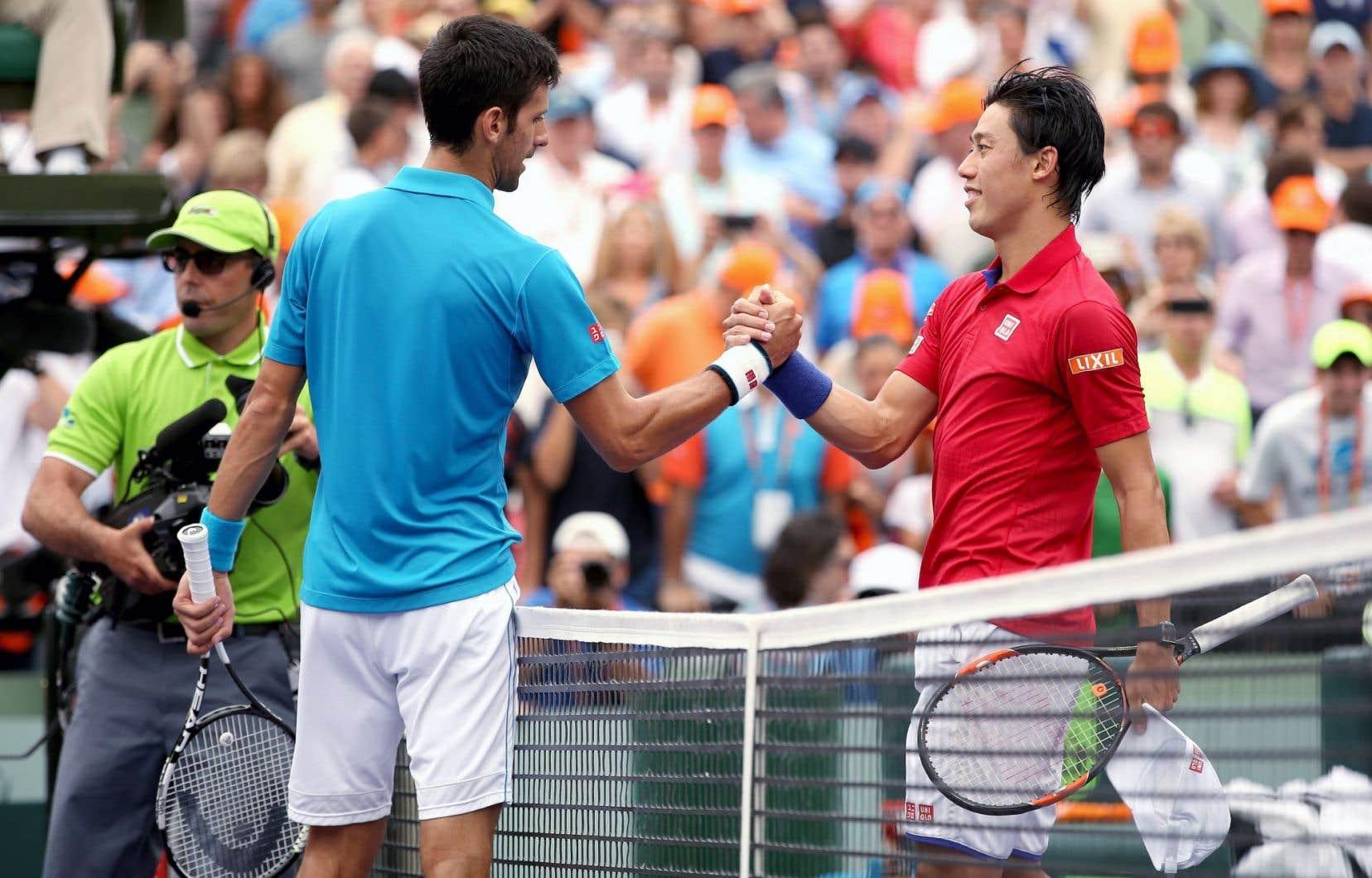 Novak Djokovic et Kei Nishikori ont conclu la finale par une poignée de main.