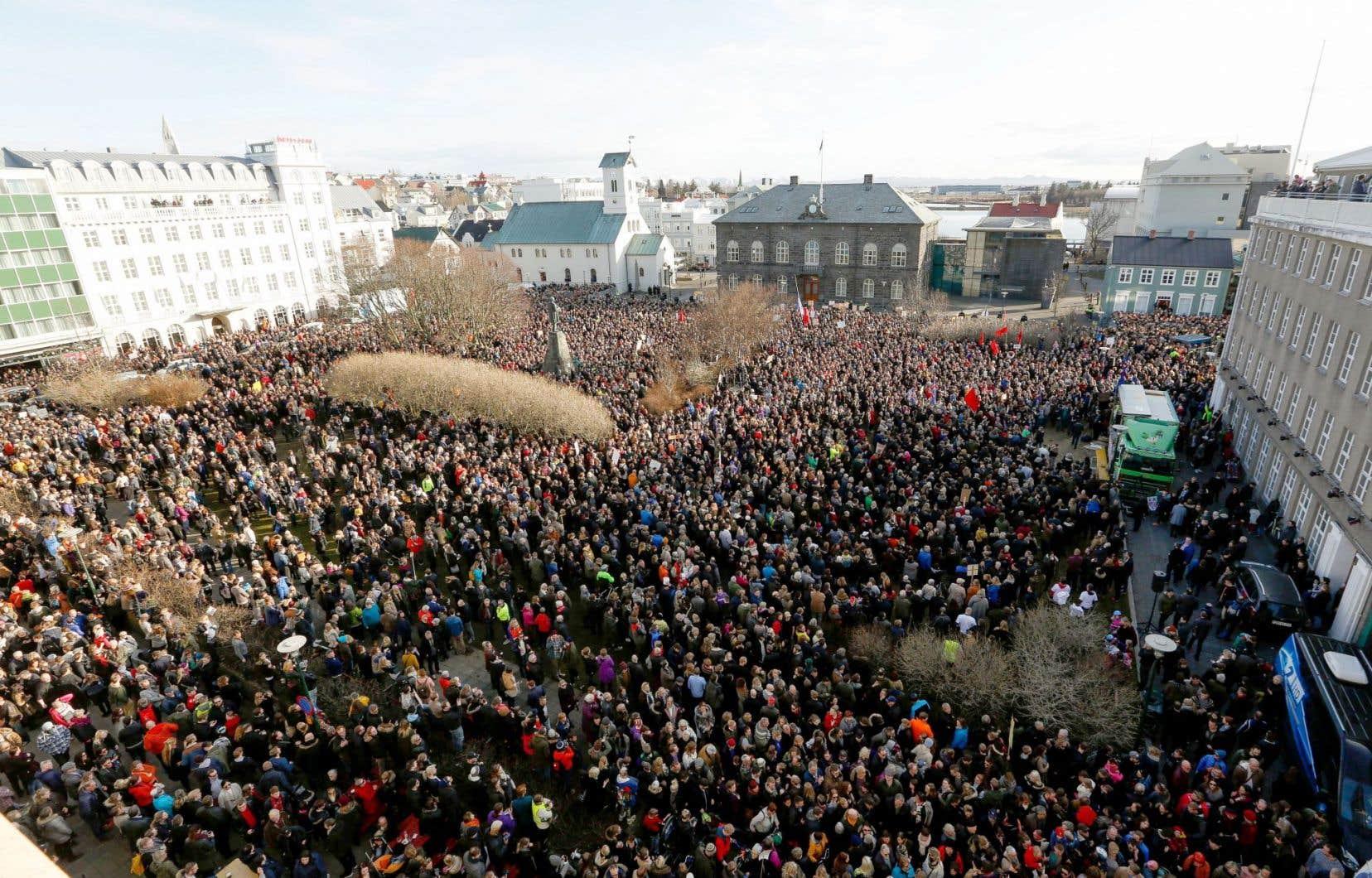 Des milliers d'Islandais ont manifesté lundi contre leur premier ministre, Sigmundur David Gunnlaugsson.