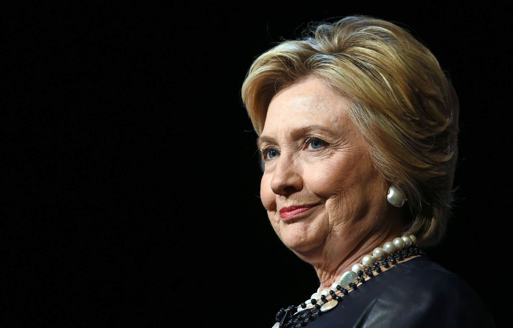 Hillary Clinton et son équipe souhaiteraient unifier le camp démocrate pour se concentrer sur Donald Trump.