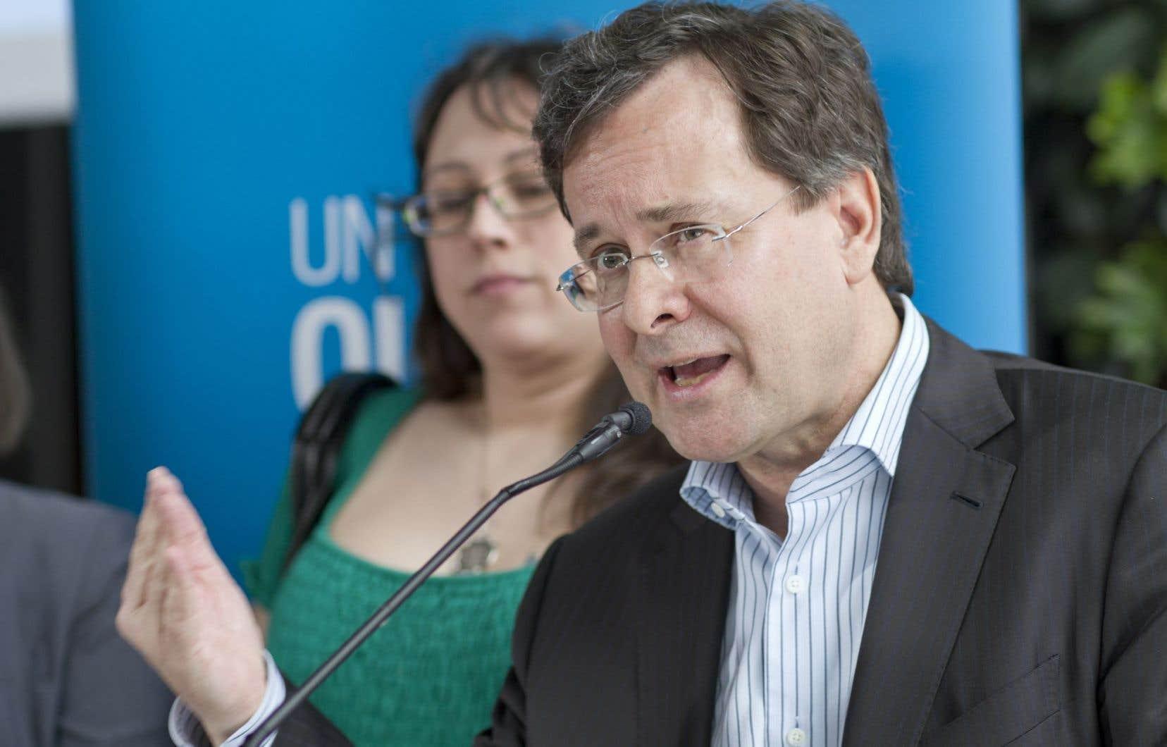 Élu en 2008 et 2012, M. St-Arnaud a été ministre de la Justice sous l'éphémère gouvernement péquiste de Pauline Marois.