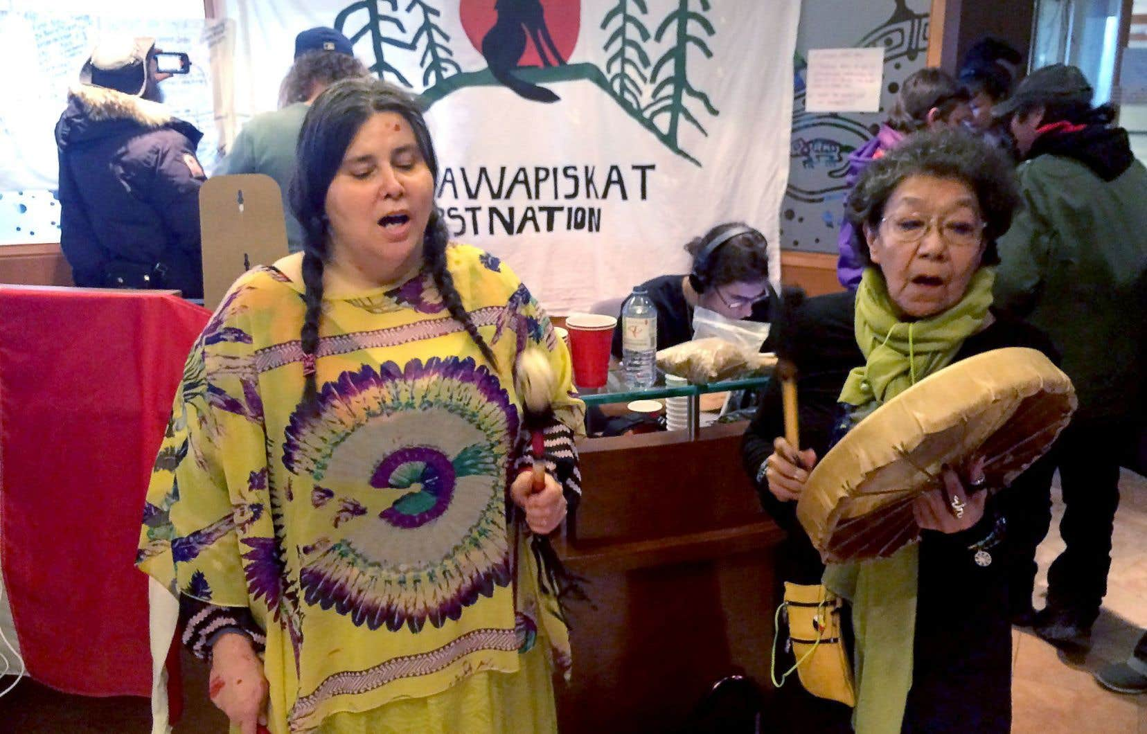 Un «sit-in» a été organisé cette semaine au bureau torontois du ministère des Affaires autochtones en solidarité avec la communauté d'Attawapiskat.