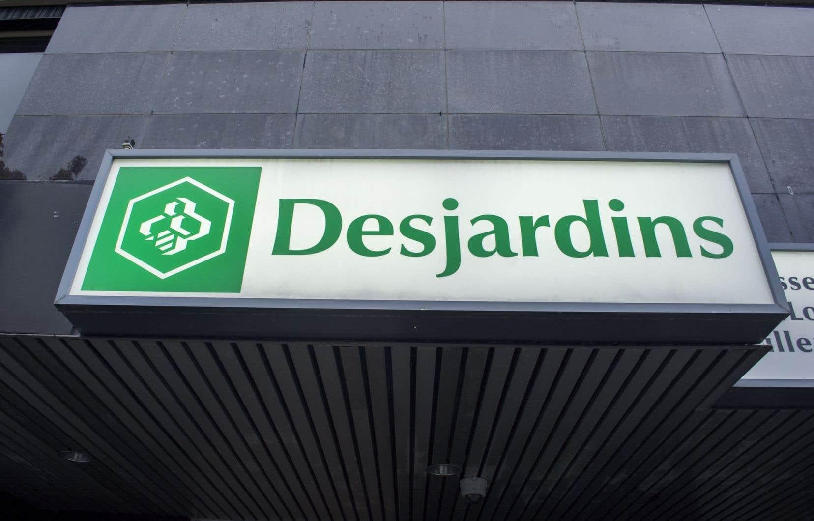Desjardins a pris la décision de regrouper ses services à Forestville, à 25 kilomètres de là. On invoque la faible utilisation des points de services et l'augmentation des transactions sur le Web.