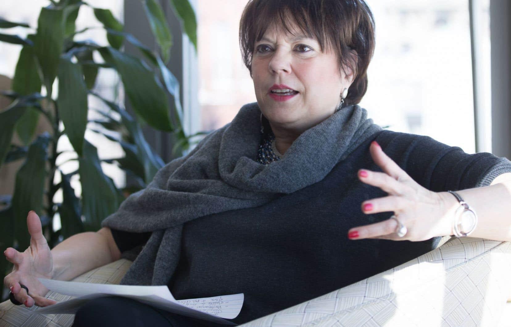 Hélène David a affirmé qu'elle avait rappelé récemment à ses collègues l'importance, pour leur ministère, d'acheter de la publicité dans les journaux régionaux, une source de revenus majeure pour ces publications.