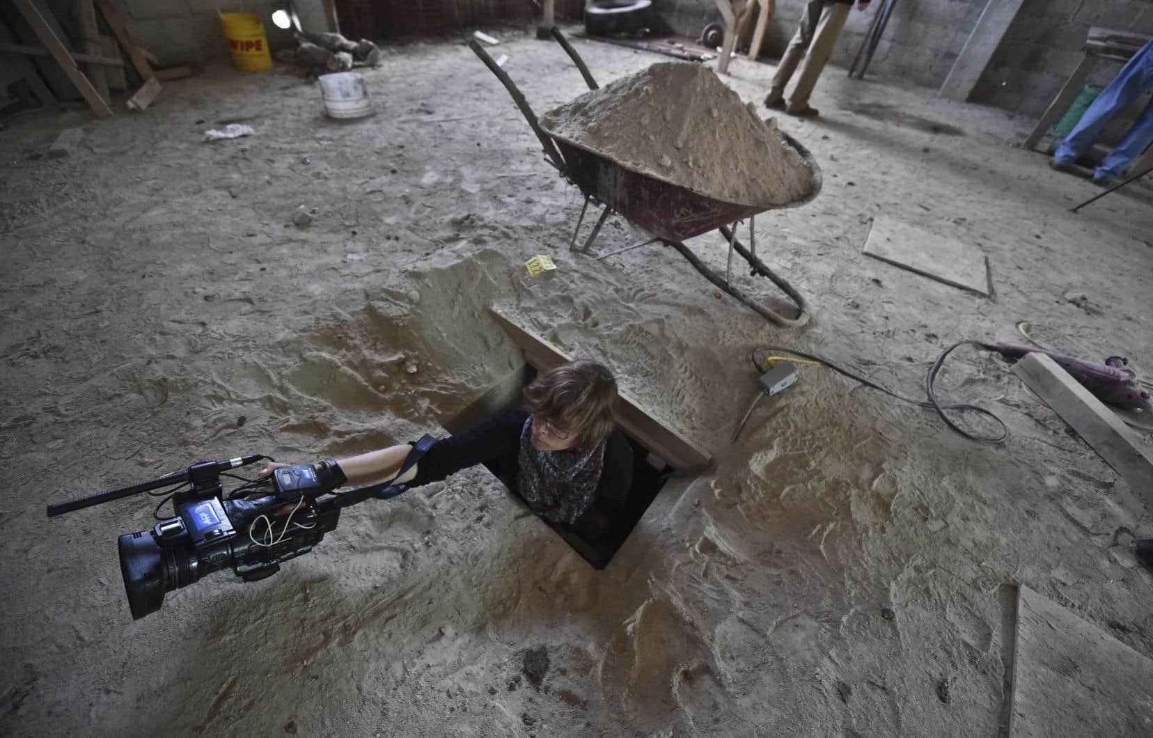 Daphné Lemelin, vidéaste correspondante de l'Agence France-Presse au Mexique, sortant du tunnel par lequel Joaquin «El Chapo» Guzman s'est échappé de la prison de haute sécurité de l'Altiplano.