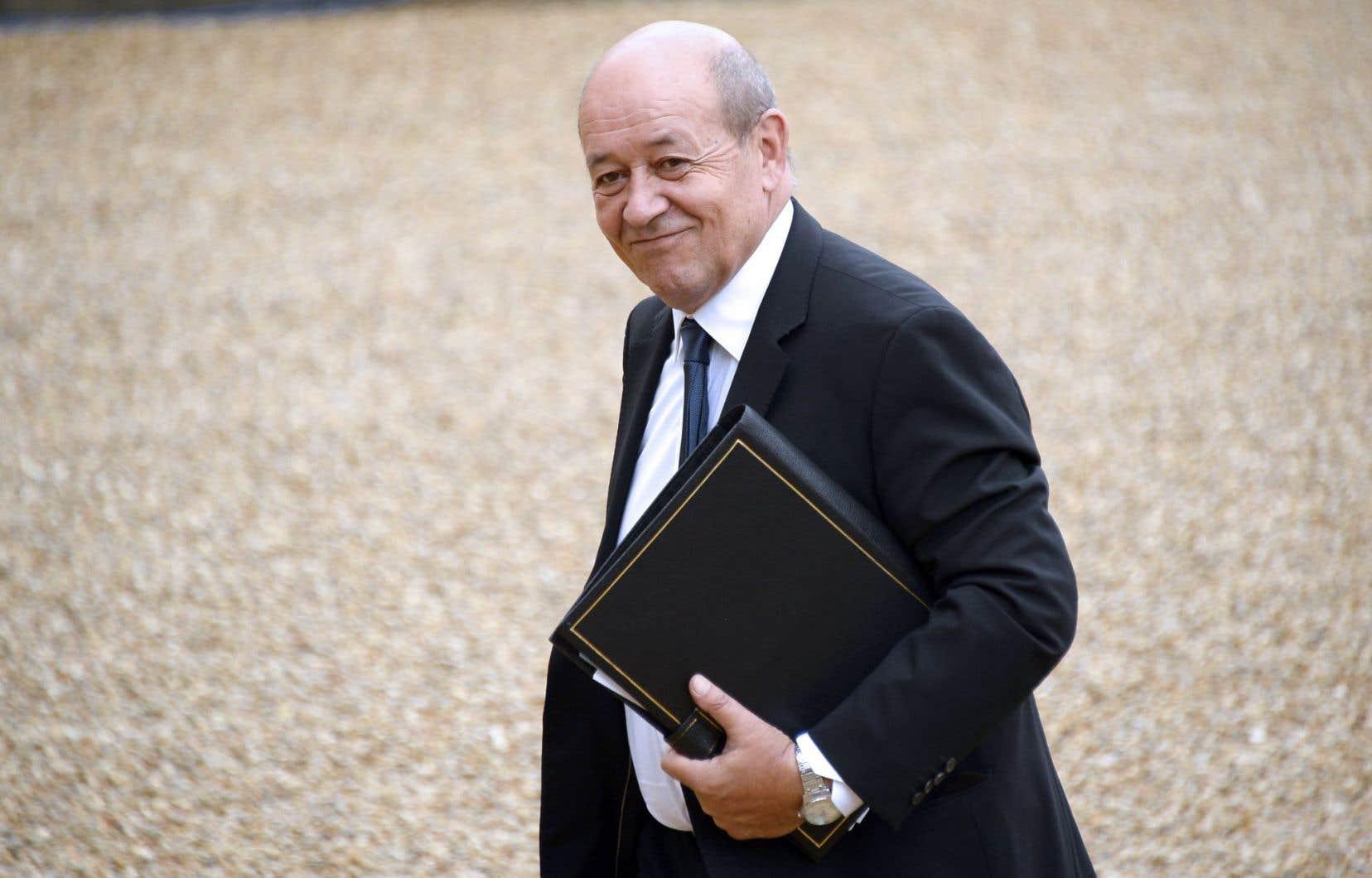 Il avait été décidé d'effectuer un discours de vente de dernière minute au ministre de la Défense français, Jean-Yves Le Drian.