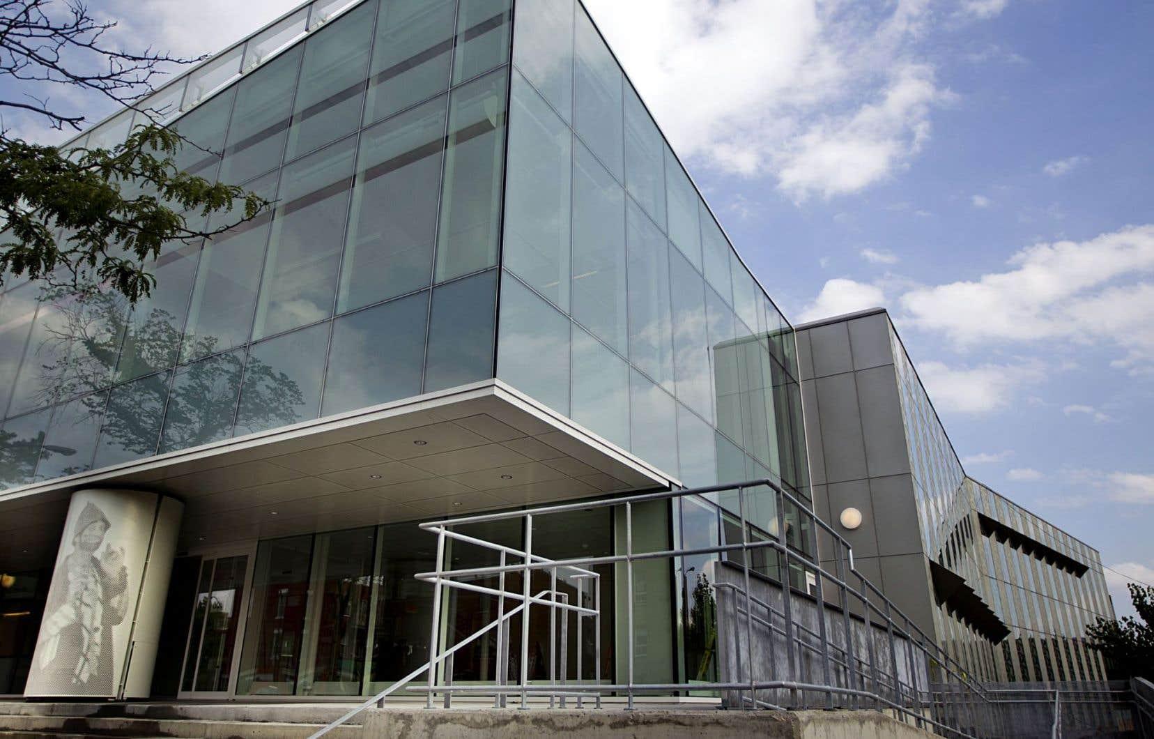 La bibliothèque Marc-Favreau, près du métro Rosemont à Montréal.