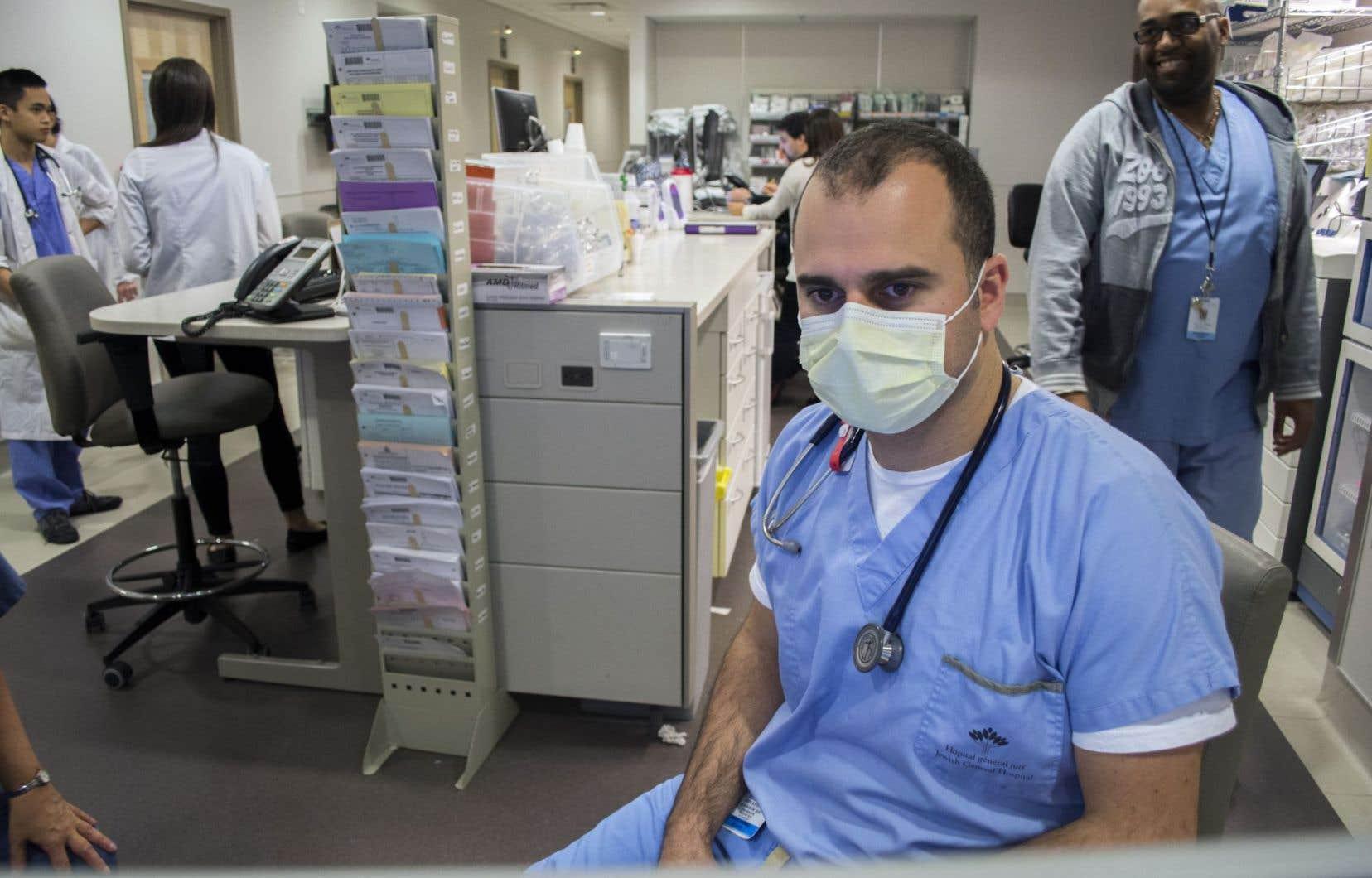 Même les résidents en médecine de famille qui ont fait leur troisième année de résidence spécifiquement pour pratiquer à l'urgence se voient obligés de suivre 250 patients en cabinet.