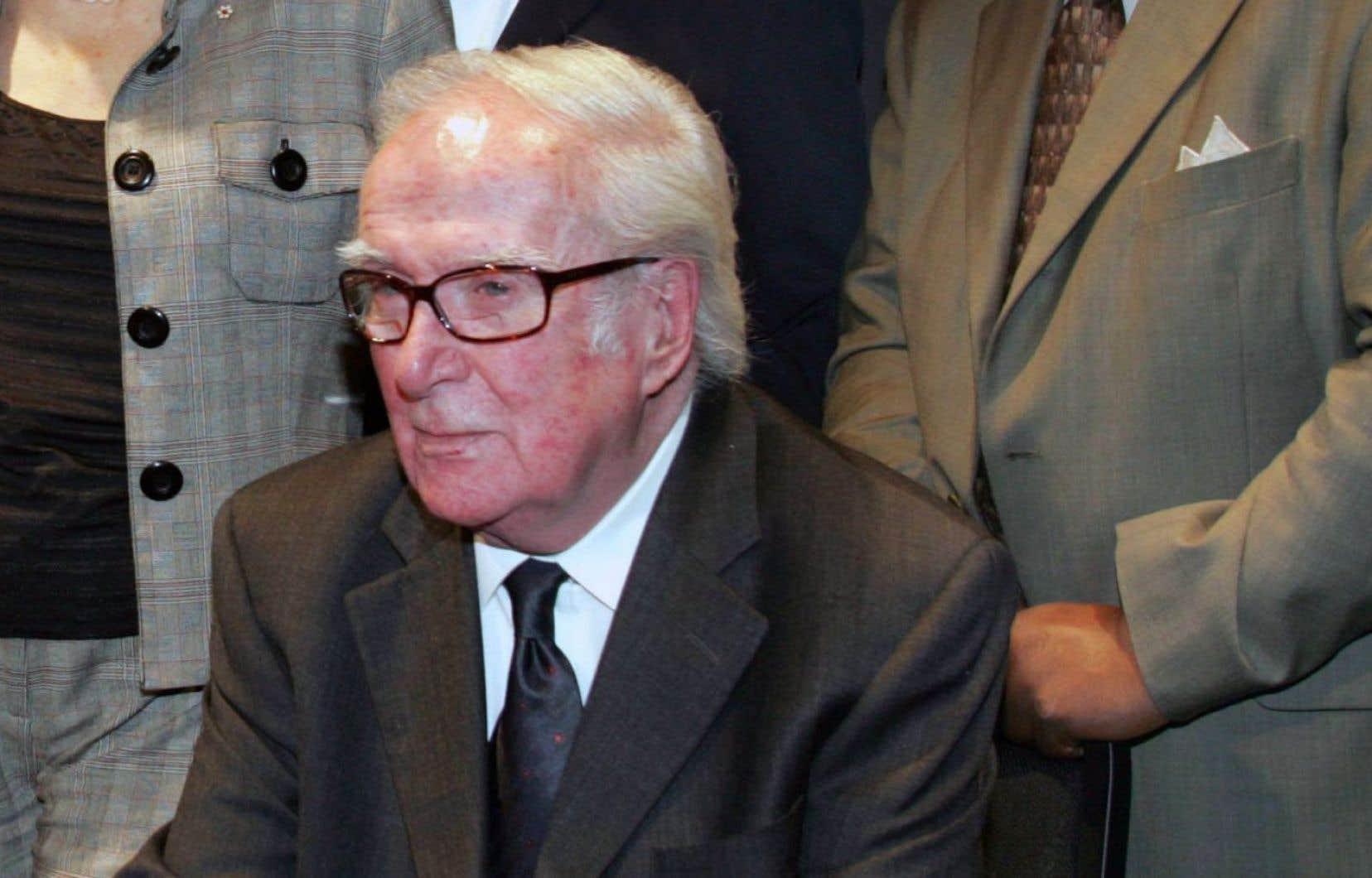 Marcel Dubé, lors de la remise des prix du Gouverneur Général, en 2005