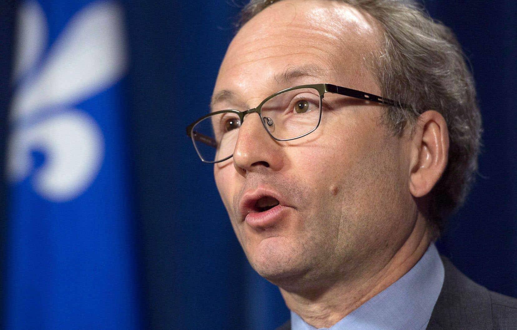 Le ministre des Affaires municipales, Martin Coiteux, assure qu'«il n'est pas question de remettre en cause les droits fondamentaux» en matière de relations de travail au municipal.