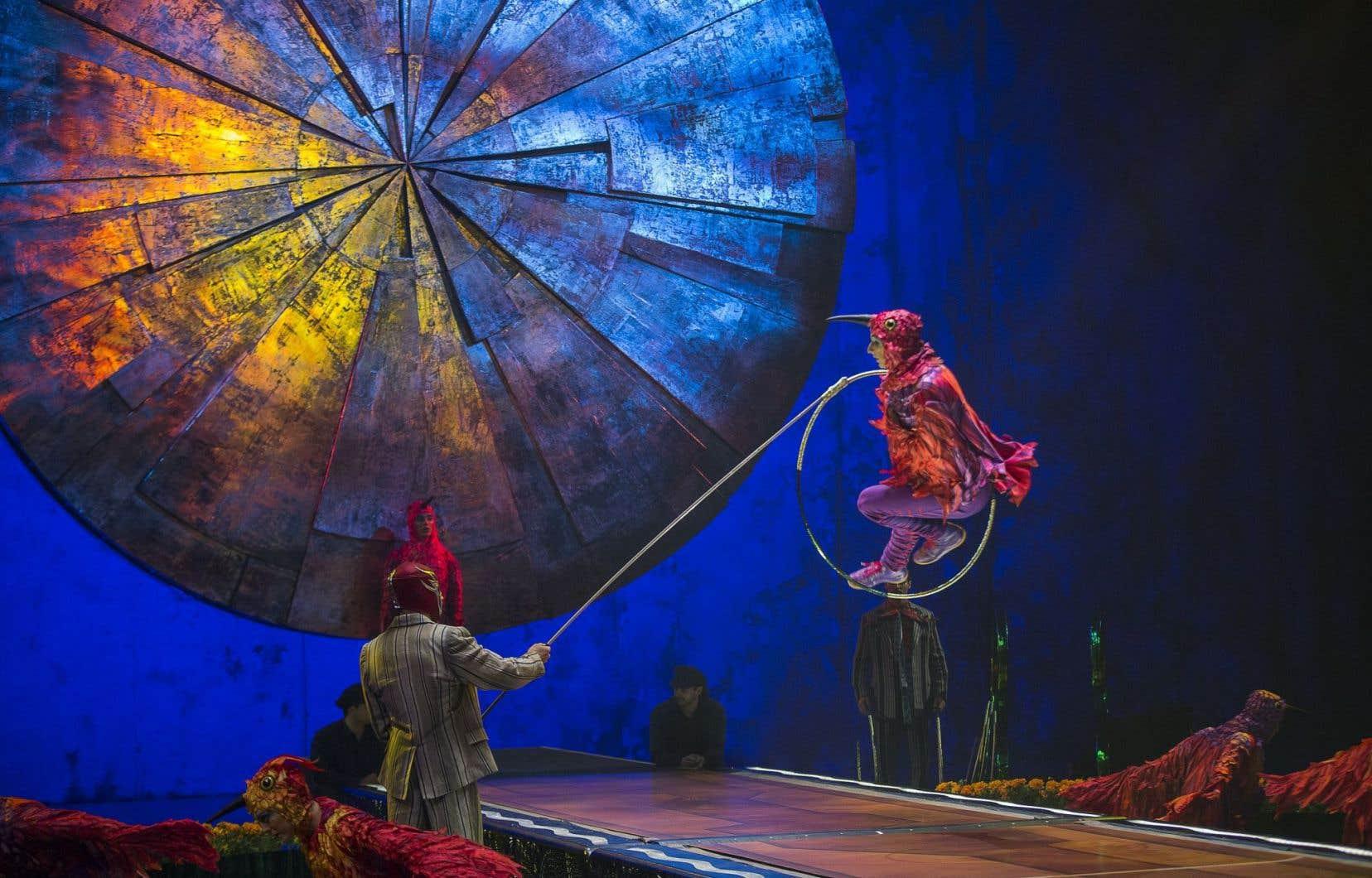 Les fabuleux costumes conçus par Giovanna Buzzi évoquent subtilement l'univers mythologique mexicain.