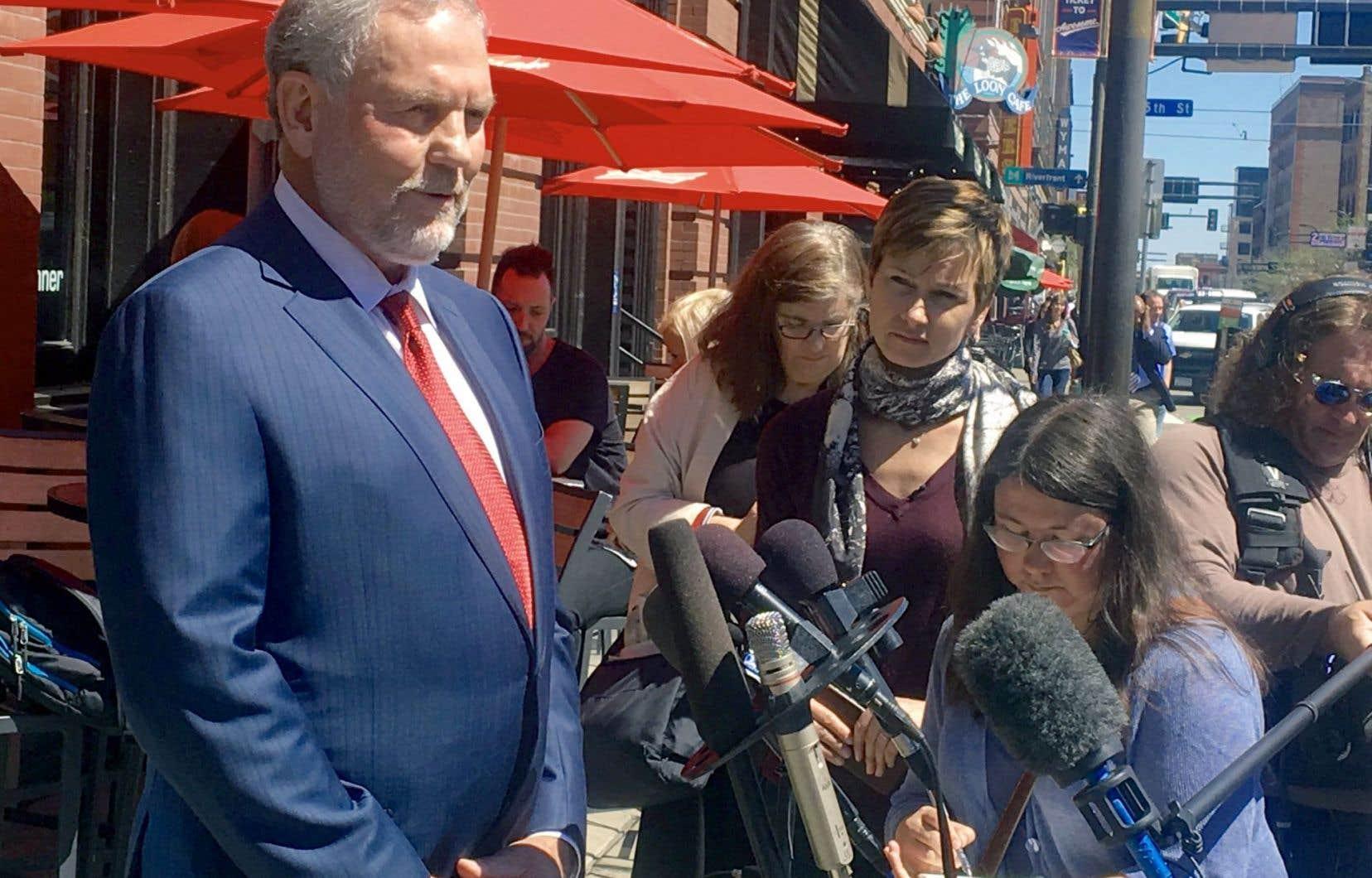 L'avocat de Prince, William Mauzy, a répondu aux questions des journalistes mercredi, à son arrivée à son bureau de Minneapolis.