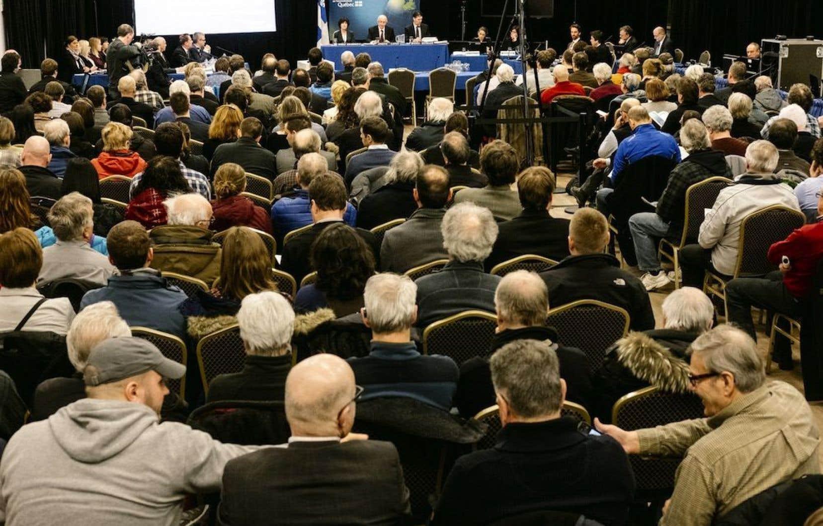 Les groupes écologistes demandent au ministre David Heurtel de mandater le BAPE «pour qu'il produise un rapport synthétisant l'information recueillie lors des audiences».