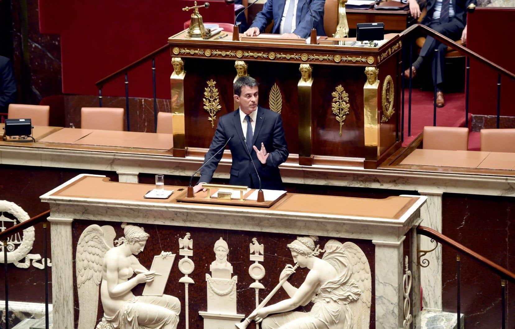 Le premier ministre, Manuel Valls, a lui-même annoncé que le gouvernement recourrait à une disposition de la Constitution pour adopter son projet sur le travail.