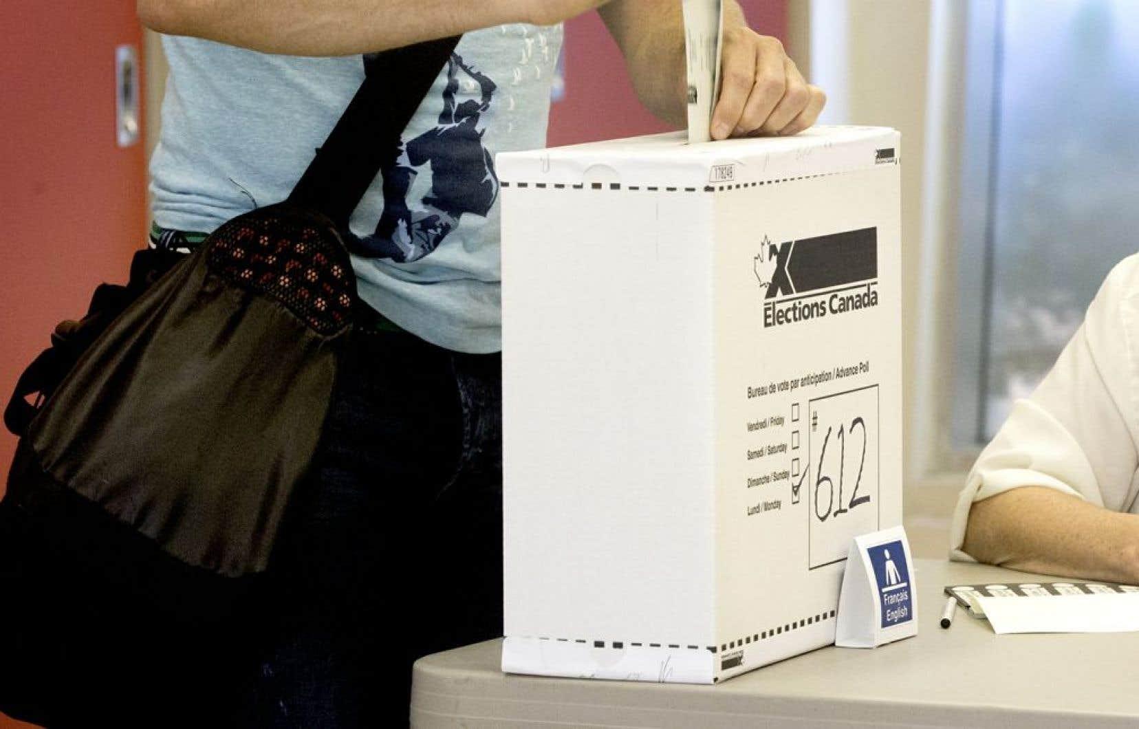 Le comité devra également étudier le vote obligatoire et le vote électronique.