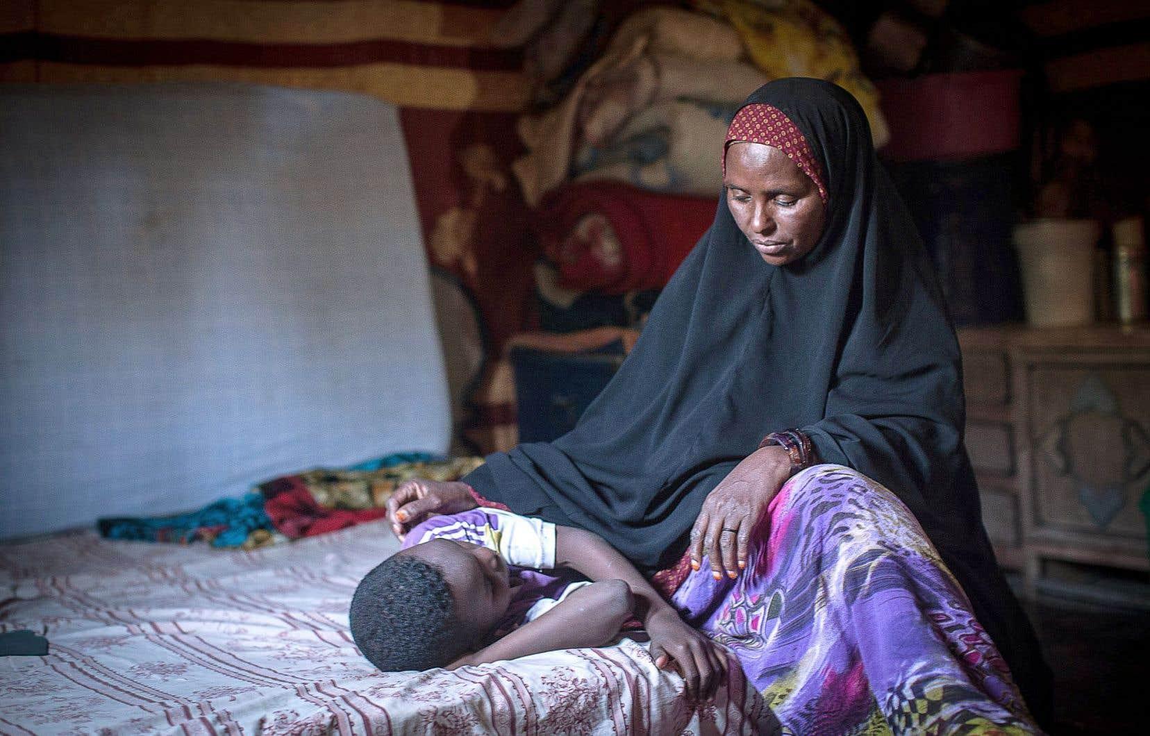 Selon l'OMS, c'est en Somalie qu'il se pratique le plus de mutilations génitales. En photo, Amran Mahamood a pratiqué l'excision pendant 15 ans. Elle a renoncé à la pratique après avoir appris d'un leader religieux que la mutilation n'est pas énoncée dans les lois islamiques.