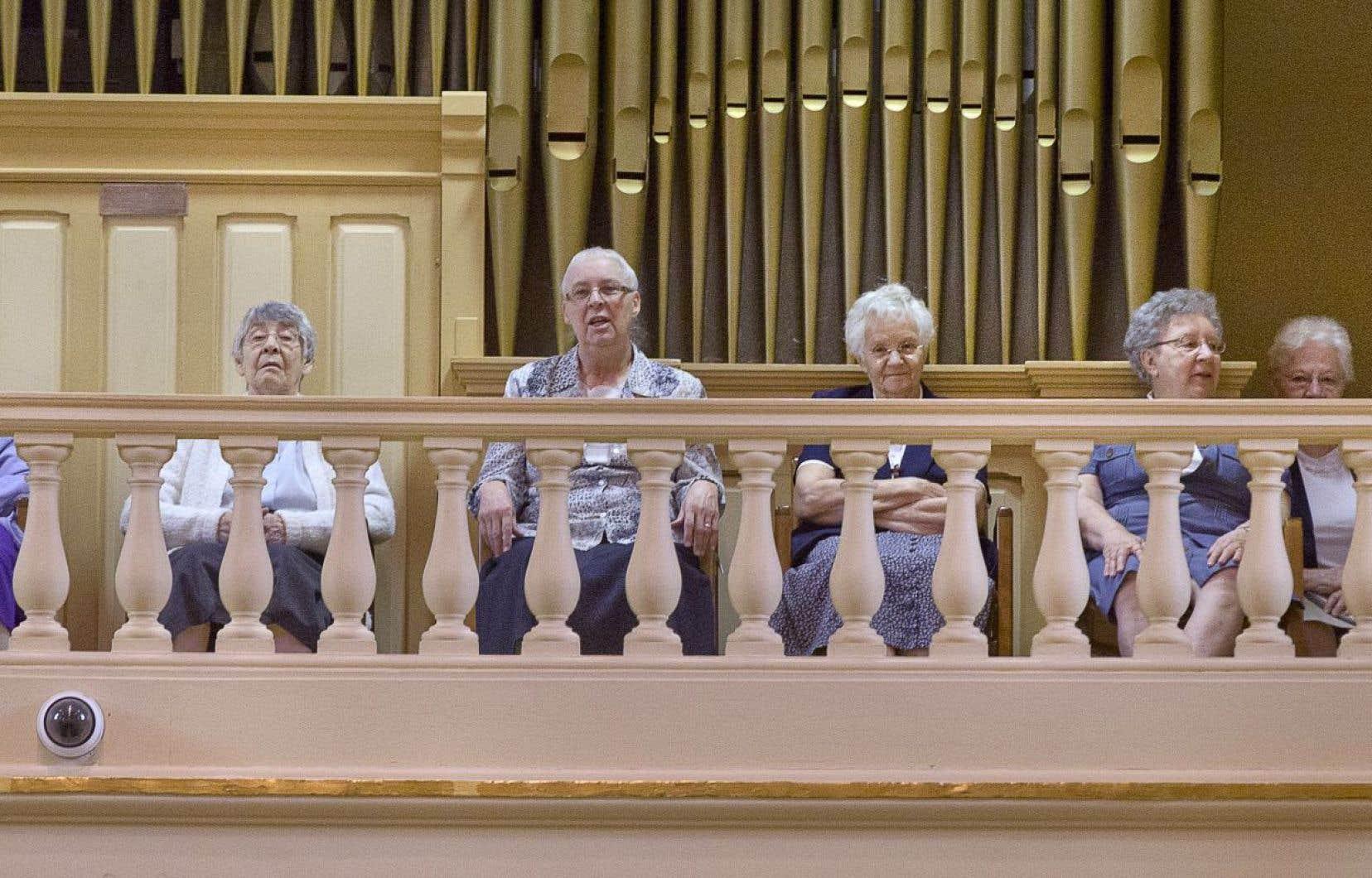 «Si on est ici aujourd'hui, c'est beaucoup grâce à vous, à ce que vous avez apporté à Montréal», a lancé le maire Denis Coderre aux sœurs de la congrégation des religieuses hospitalières de Saint-Joseph rassemblées pour assister à l'annonce dans les bâtiments mêmes du lieu historique.