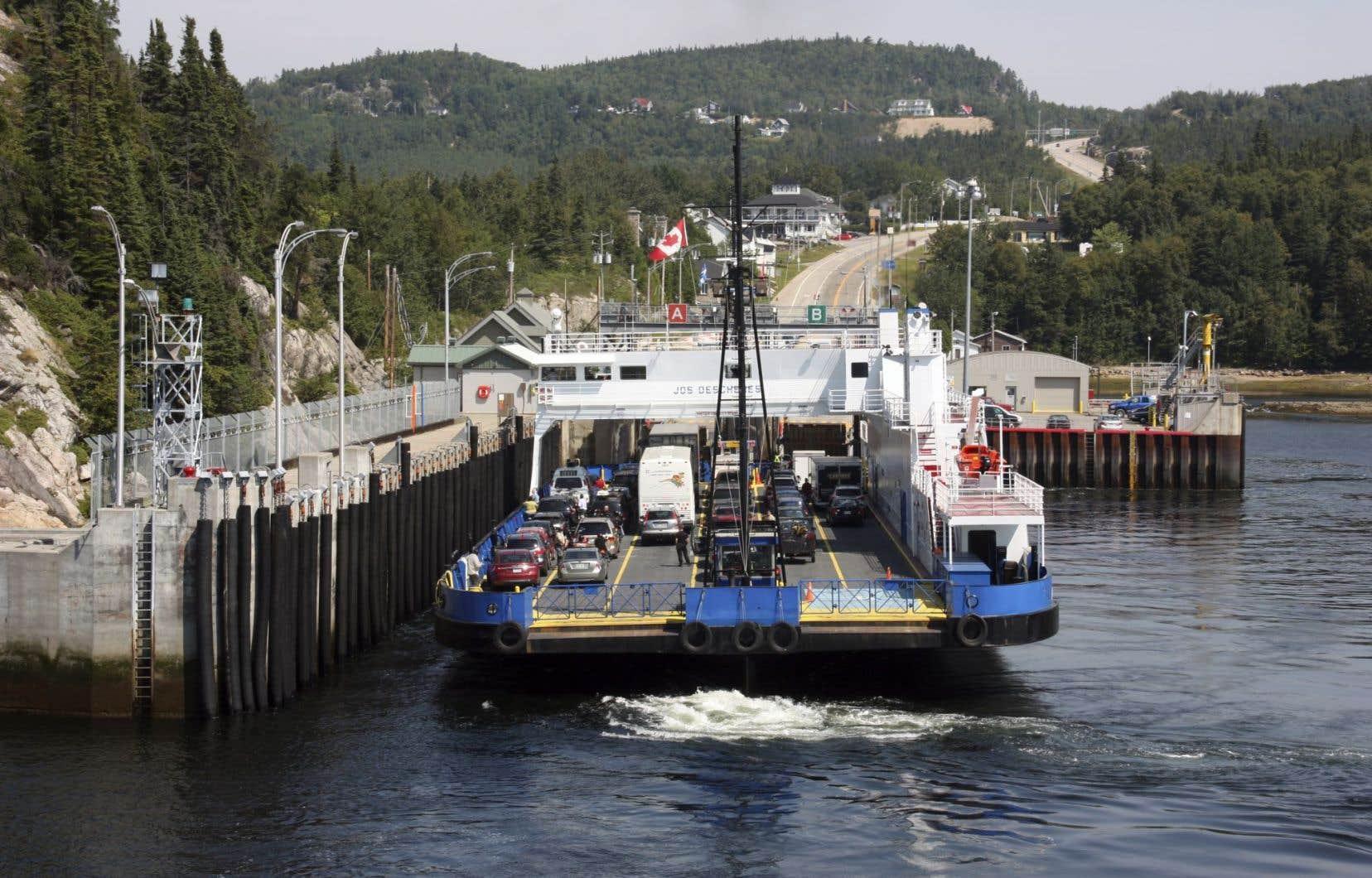 La Société des traversiers du Québec (STQ) souhaite construire une infrastructure « pour l'accostage sécuritaire » des nouveaux bateaux qui feront la navette entre les deux rives du fjord.