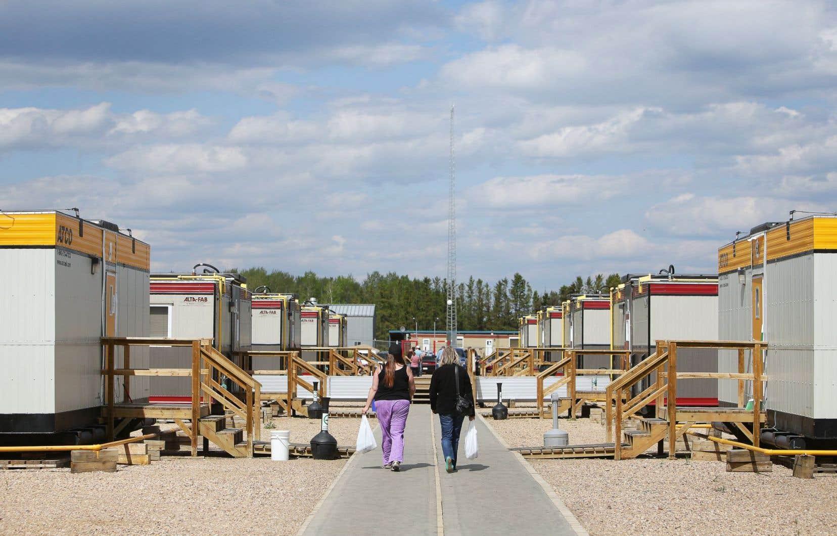 Les sinistrés qui ont dû fuir Fort McMurray pourront réintégrer la ville à certaines conditions.