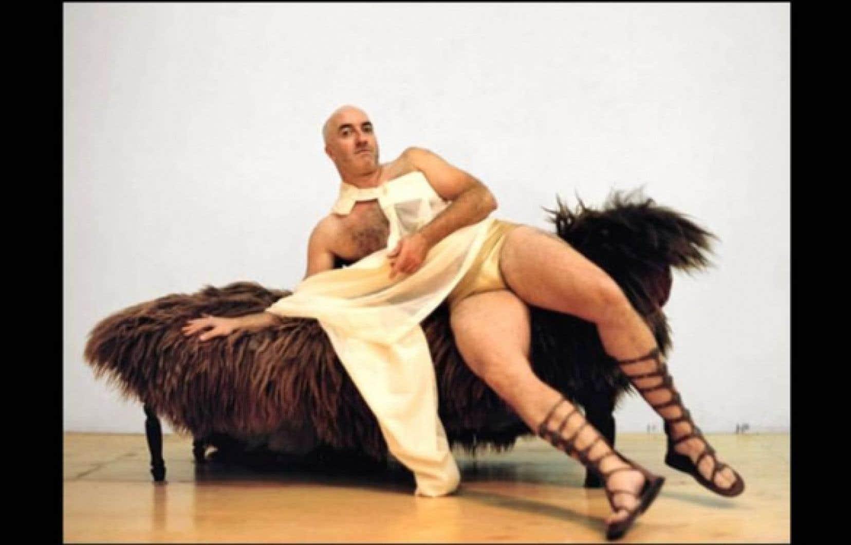 Figure atypique, Gaétan Nadeau squatte les scènes plus underground, les créations singulières et préfère les seconds rôles marquants aux personnages attendus.