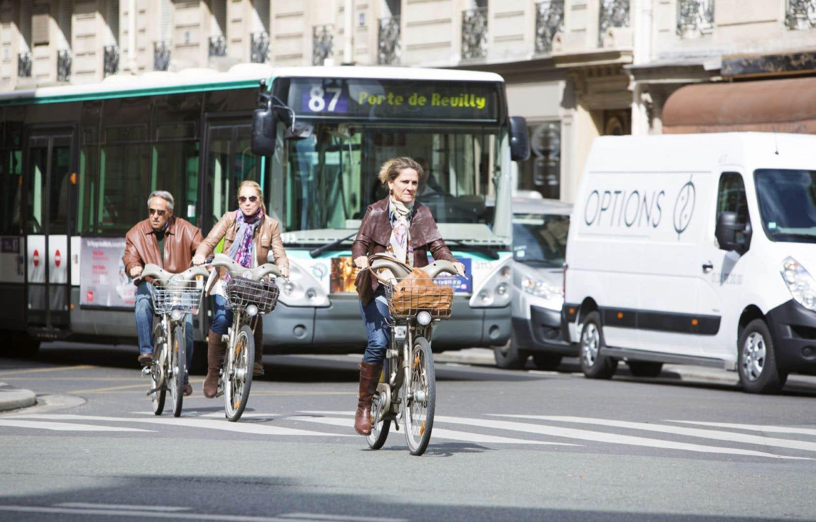 Sur le terrain, ce plan se traduira par la bonification du réseau cyclable, l'ajout d'infrastructures de stationnement et le renforcement de la «culture vélo».