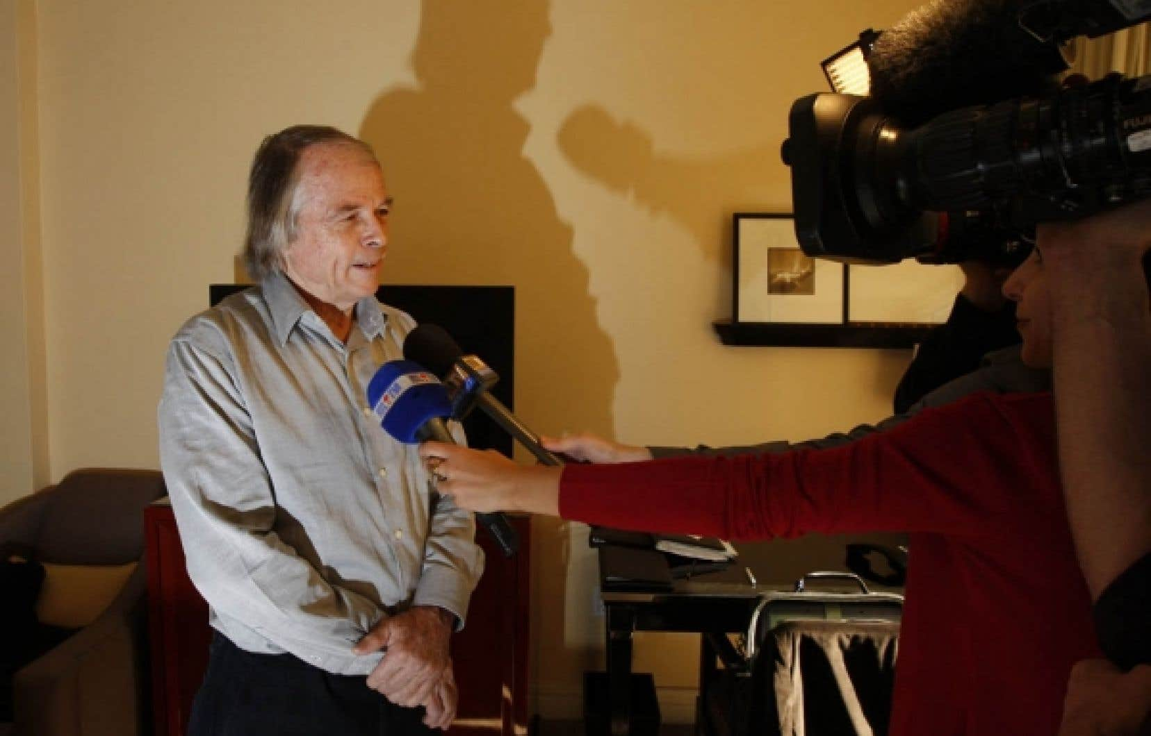 Le chef de chirurgie orthopédique et traumatologique de l'hôpital de la Pitié-Salpêtrière, Yves Catonné, a répondu aux questions des journalistes, hier à l'hôpital Cedars-Sinaï de Los Angeles.