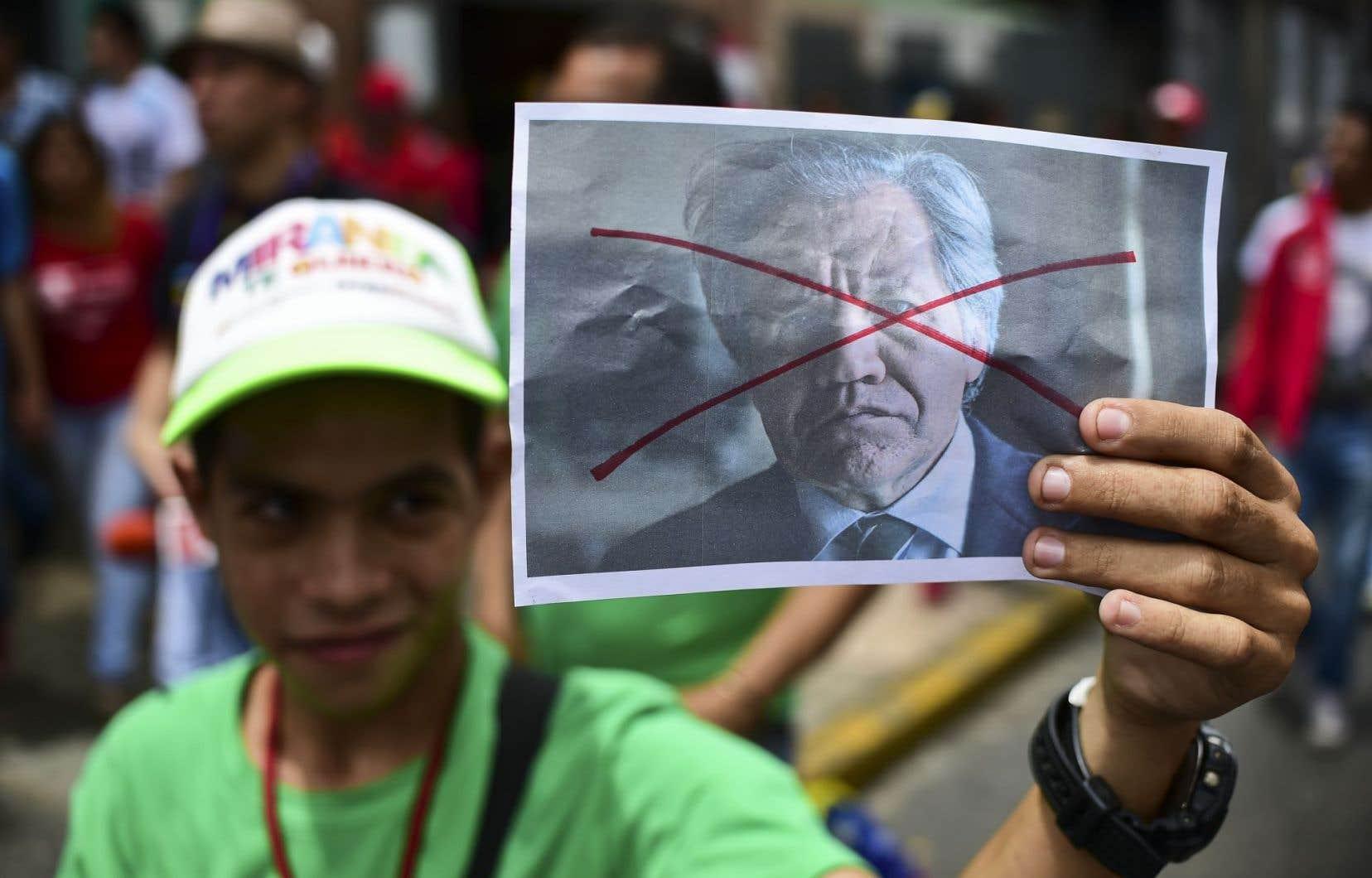 Des partisans du président vénézuélien ont défilé dans les rues de Caracas, mercredi, pour protester contre l'Organisation des États américains et son secrétaire général, Luis Almagro.