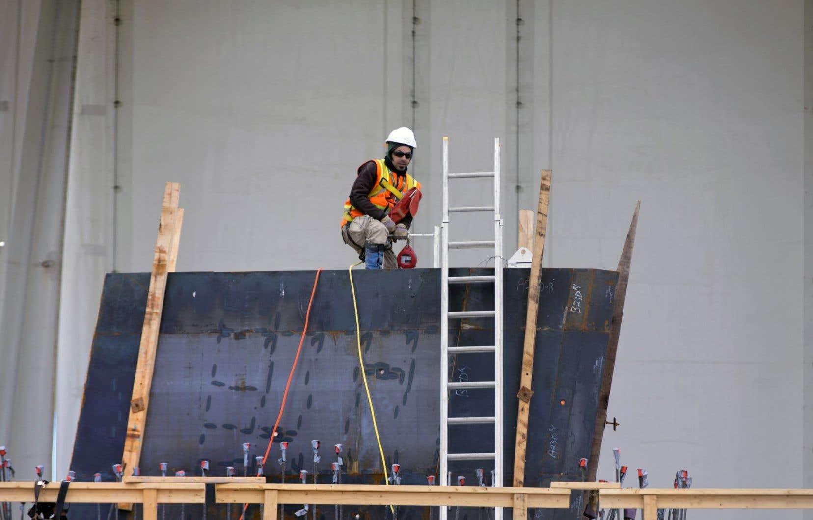 Les syndicats représentant les ouvriers doutent que ce transfert se traduise véritablement en des économies pour les villes.