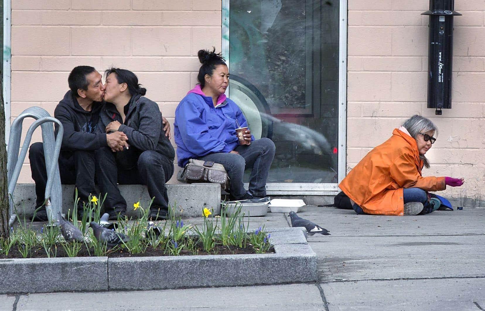Chez les autochtones, qui représentent une certaine proportion de la population itinérante, les Centres d'amitié ont déjà travaillé, de concert avec Ottawa, sur la Stratégie pour les autochtones vivant en milieu urbain.