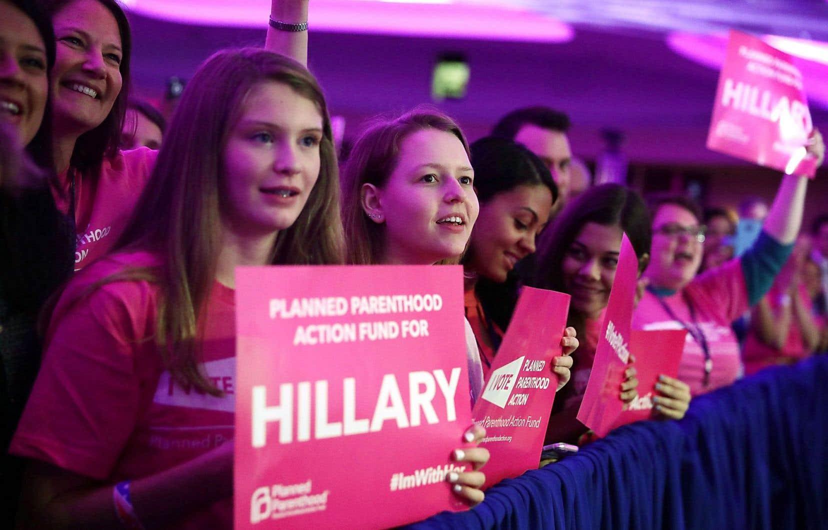 Des partisanes d'Hillary Clinton, dans un rassemblement organisé par l'organisme Planned Parenthood, vendredi