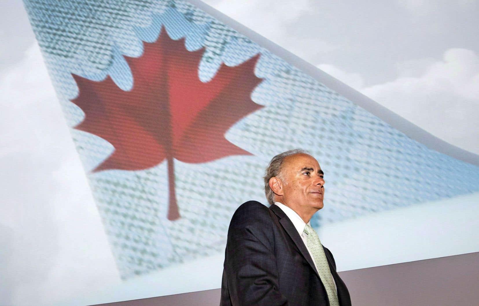 Calin Rovinescu, président d'Air Canada, s'est plaint des restrictions très uniques subies par l'entreprise depuis sa privatisation il y a près de 30ans, des restrictions concernant l'entretien des appareils, en plus d'autres restrictions.