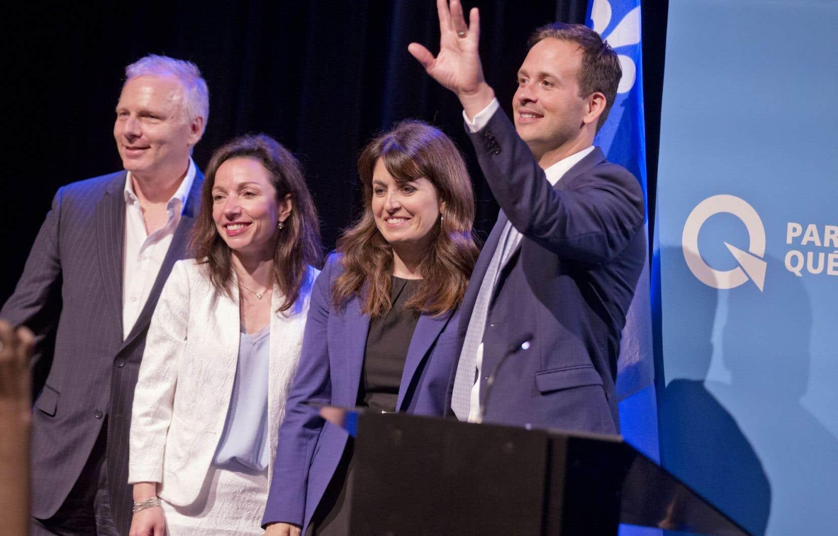 Sur les quatre candidats en lice pour la course à la direction du Parti québécois, Alexandre Cloutier (complètement à droite) et Jean-François Lisée (complètement à gauche) se démarquent.