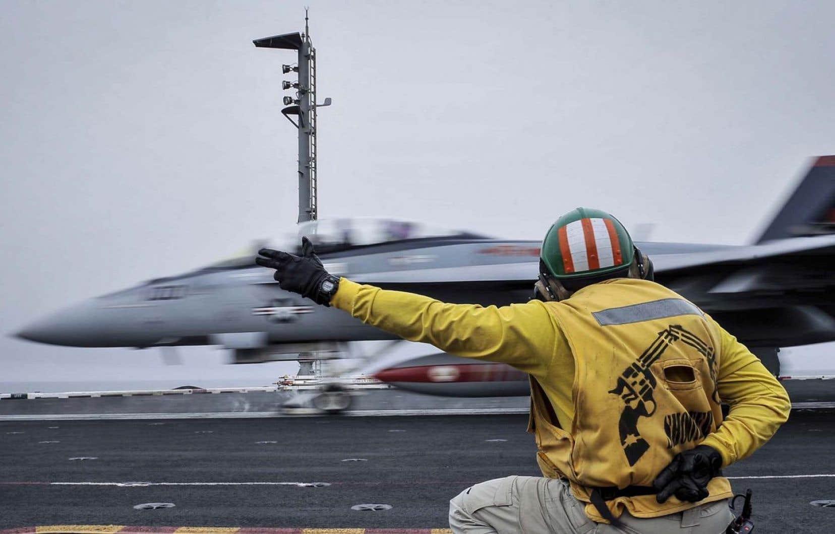 Le gouvernement pourrait choisir le F-18 Super Hornet de Bœing comme celui-ci appartenant à la marine américaine.