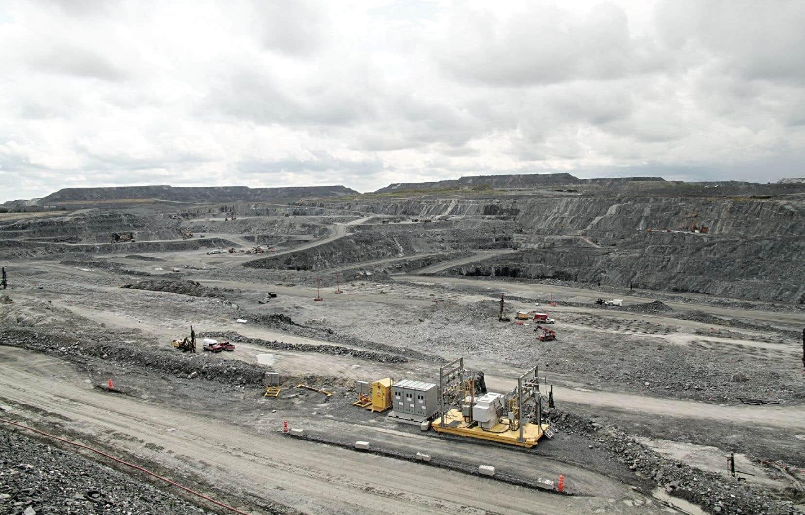 Malartic est la ville qui abrite la plus grosse mine à ciel ouvert au Canada.