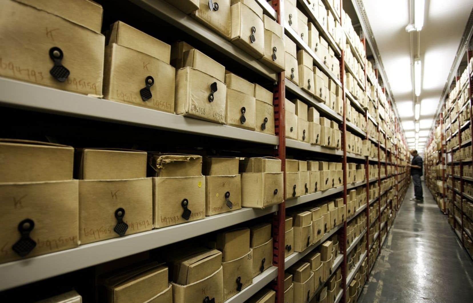 Le fonds documentaire du centre de documentation du ministère est constitué de plus de 60 000 monographies, dont plus de 10 000 en version électronique, et près de 400 titres de périodiques.