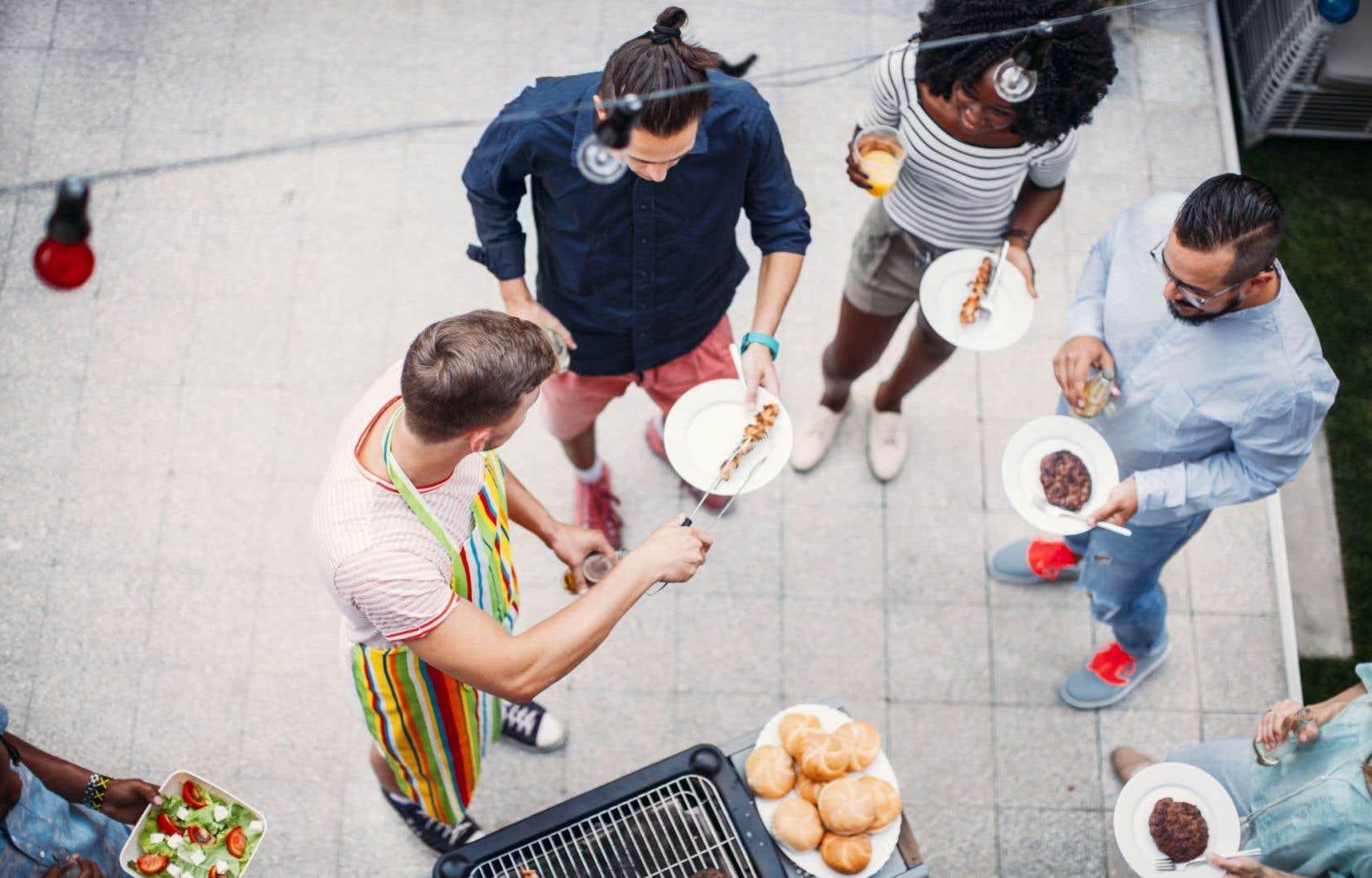 L'une des recettes pour réussir un party est simple : de la bière, des hot-dogs ou des burgers, et surtout de la musique et de la bonne humeur.