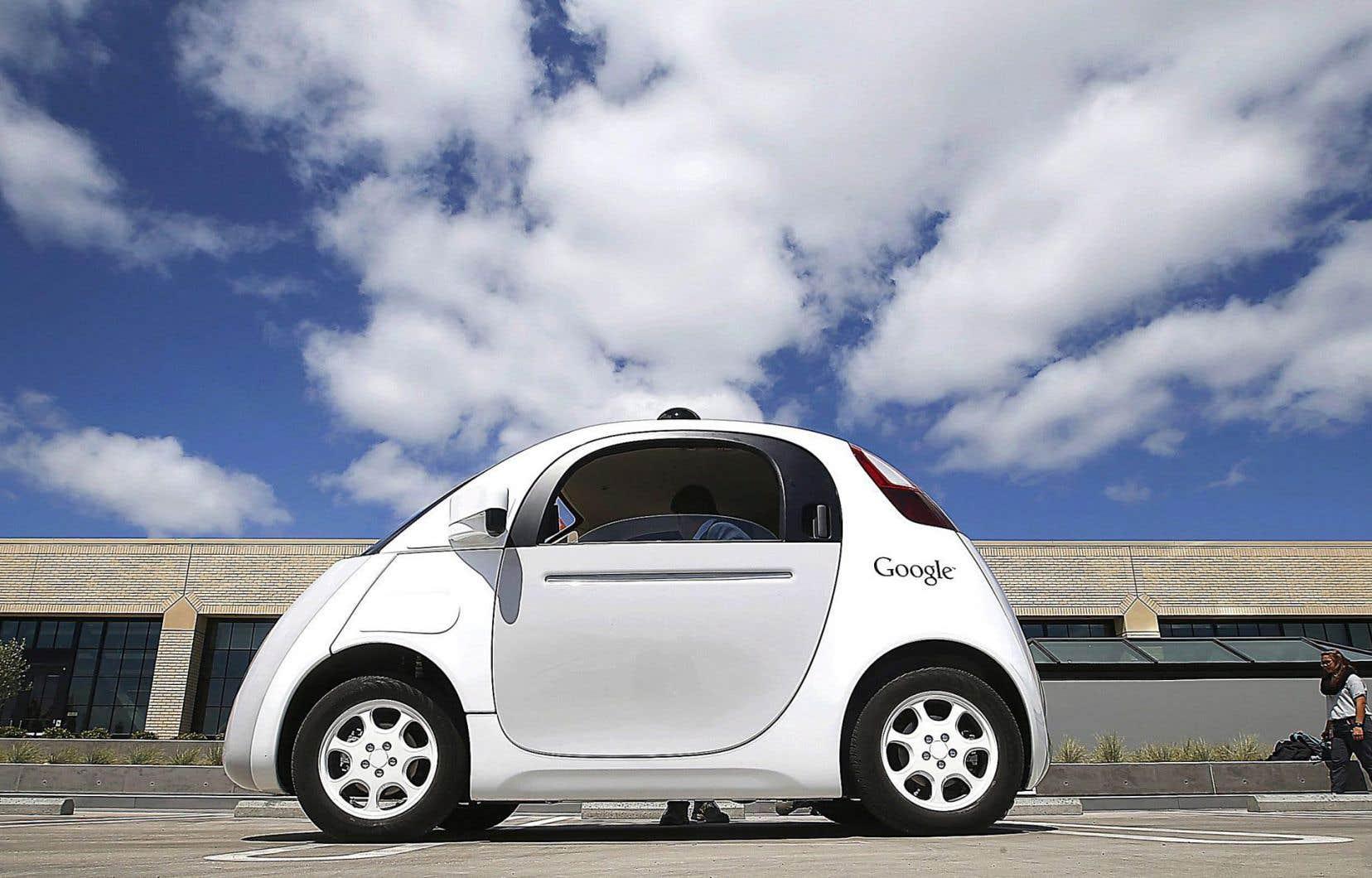 La voiture autonome de Google au siège social du géant californien de l'informatique, à Moutain View