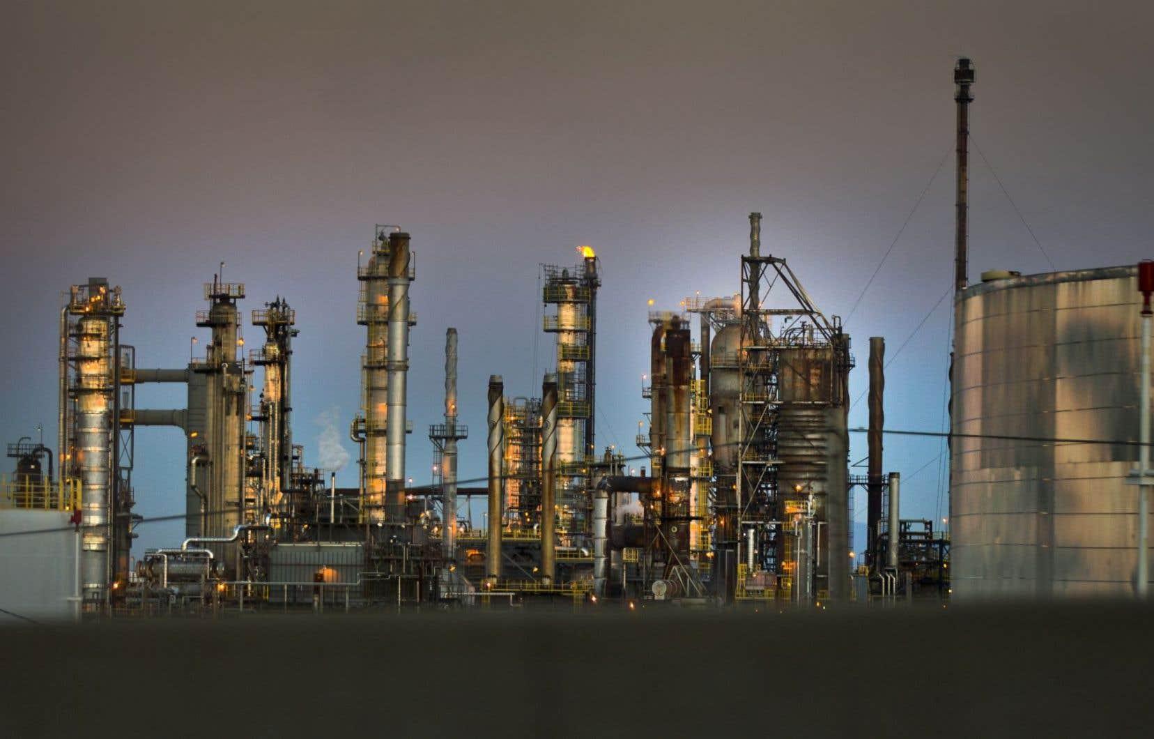 Le secteur pétrolier devrait produire quotidiennement 4,9 millions de barils de brut en 2030, selon les prévisions de IHS Energy.
