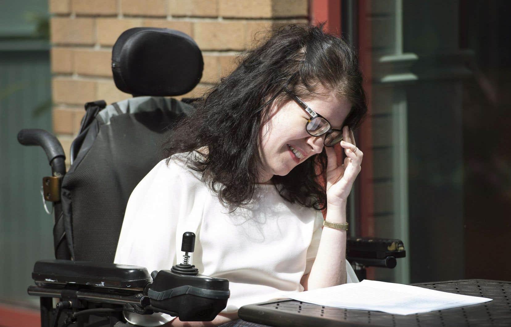 «J'aimerais, si messouffrances deviennent intolérables, être en mesure de prendre une décision définitive sur la quantité de souffrances à endurer», explique Julia Lamb, Britanno-Colombienne de 25ans atteinte d'amyotrophie spinale, une maladie neurodégénérative progressive.