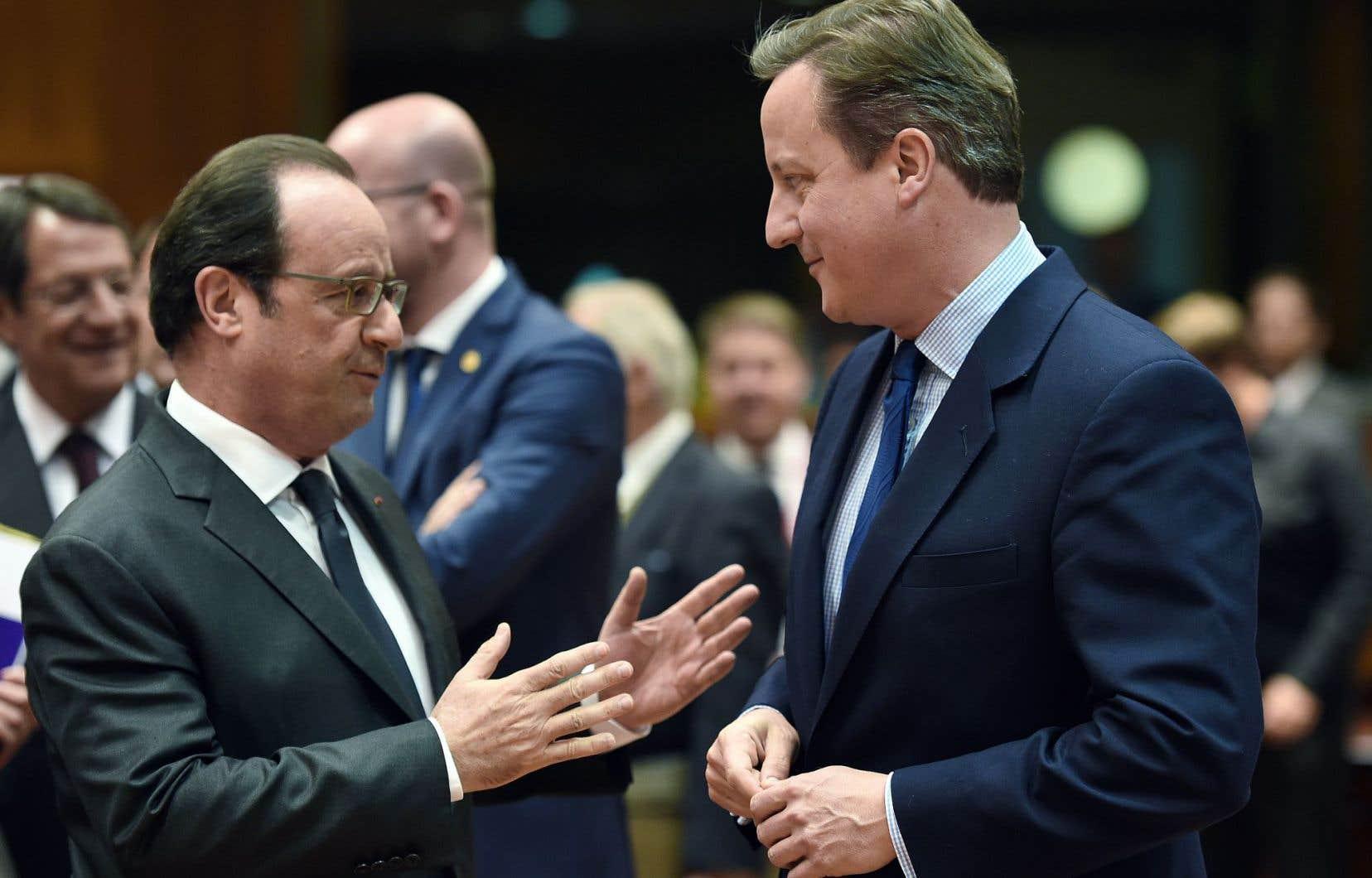 Le président français, François Hollande, s'est entretenu mardi avec le premier ministre britannique, David Cameron.
