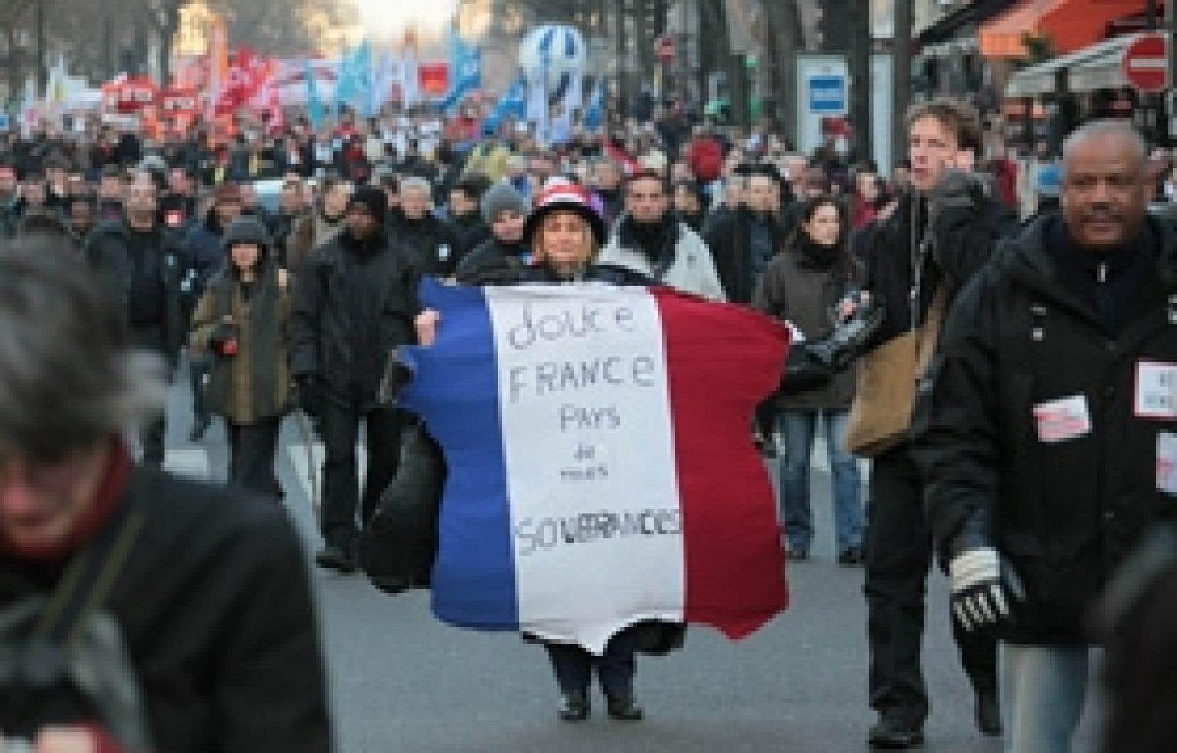 Quelque 300 000 personnes selon les syndicats, ont manifesté hier dans les rues de Paris. Le mouvement a été suivi dans près de 200 autres villes.