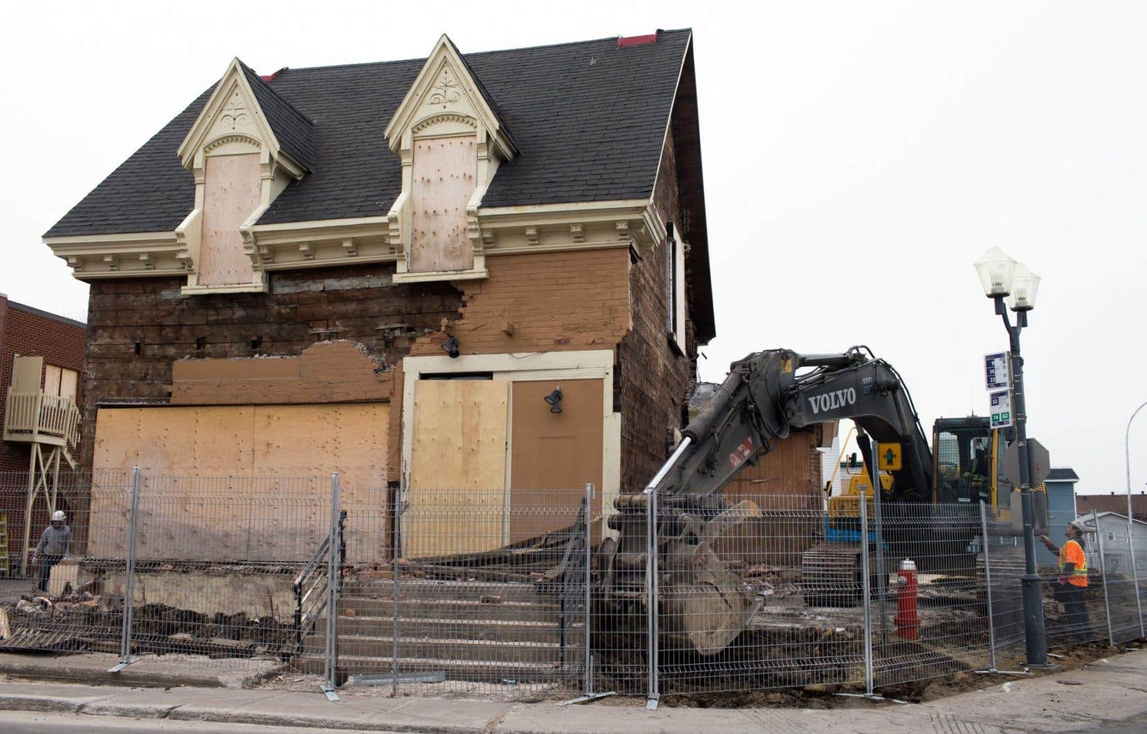La maison Adélard-Lesage, construite au XIXe siècle à Sainte-Thérèse, a été démolie en avril 2016.