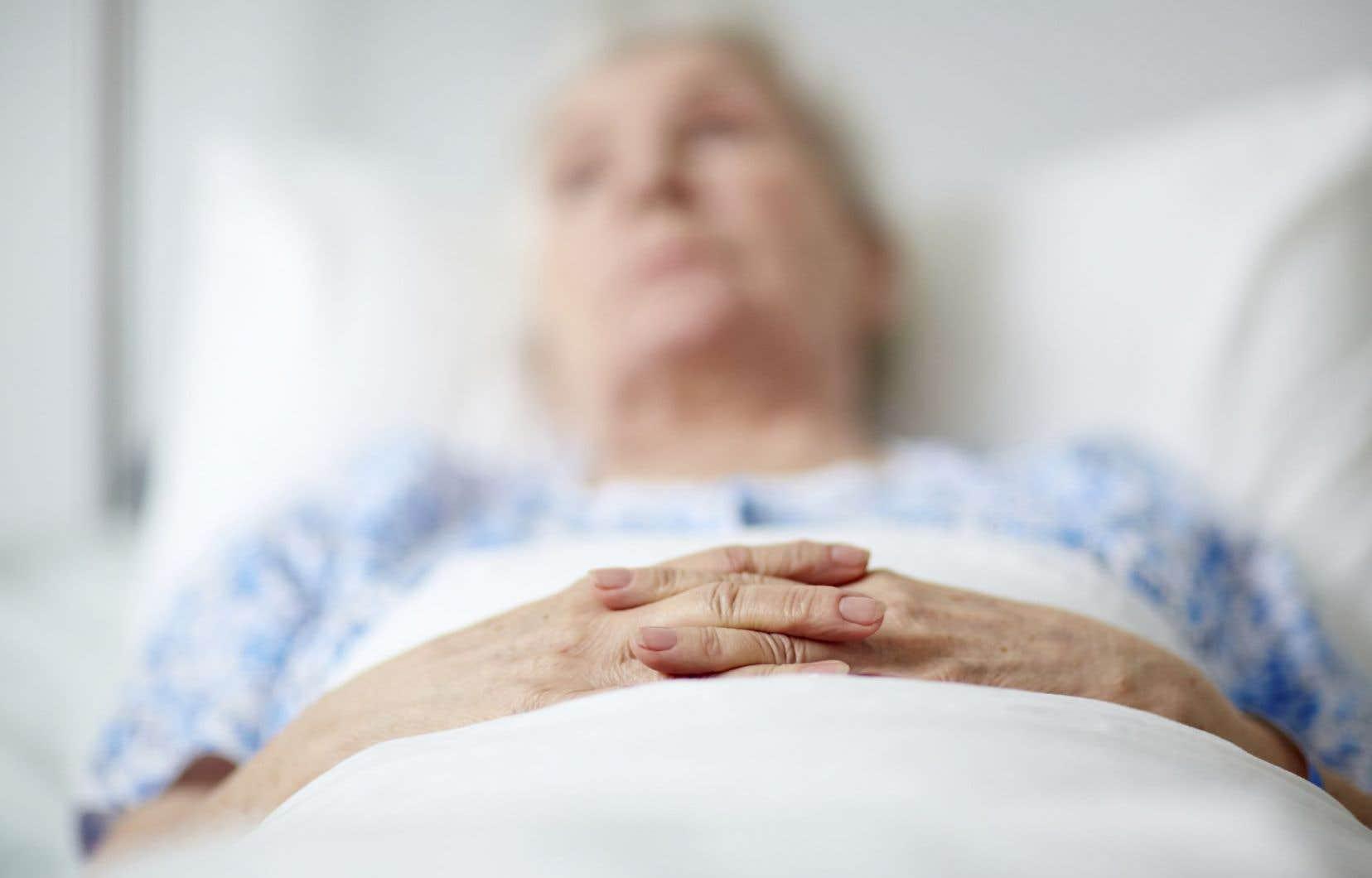 Selon le ministère de la Santé, la proportion de demandes d'aide à mourir compte pour environ 2% des décès dans les pays qui ont adopté des lois autorisant ce soin de fin de vie.